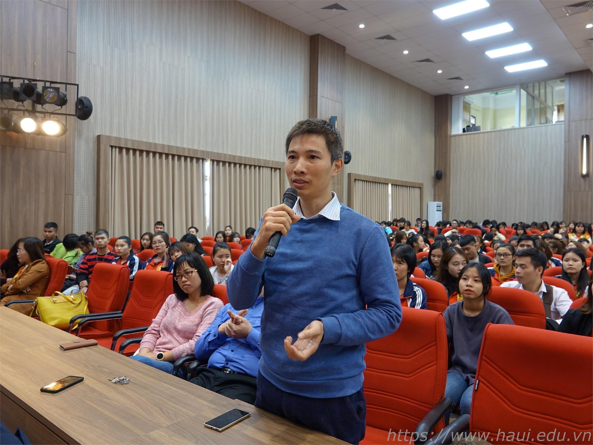 Hơn 400 sinh viên Khoa Quản lý kinh doanh tham dự Hội thảo Kinh tế vĩ mô Việt Nam
