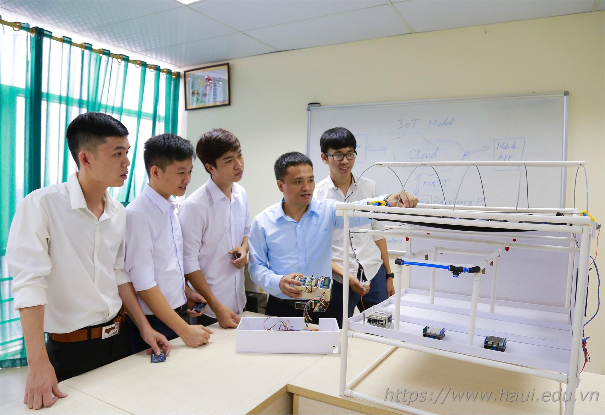 Nghiên cứu ứng dụng công nghệ Internet of Things xây dựng hệ thống nhà kính thông minh của sinh viên HaUI