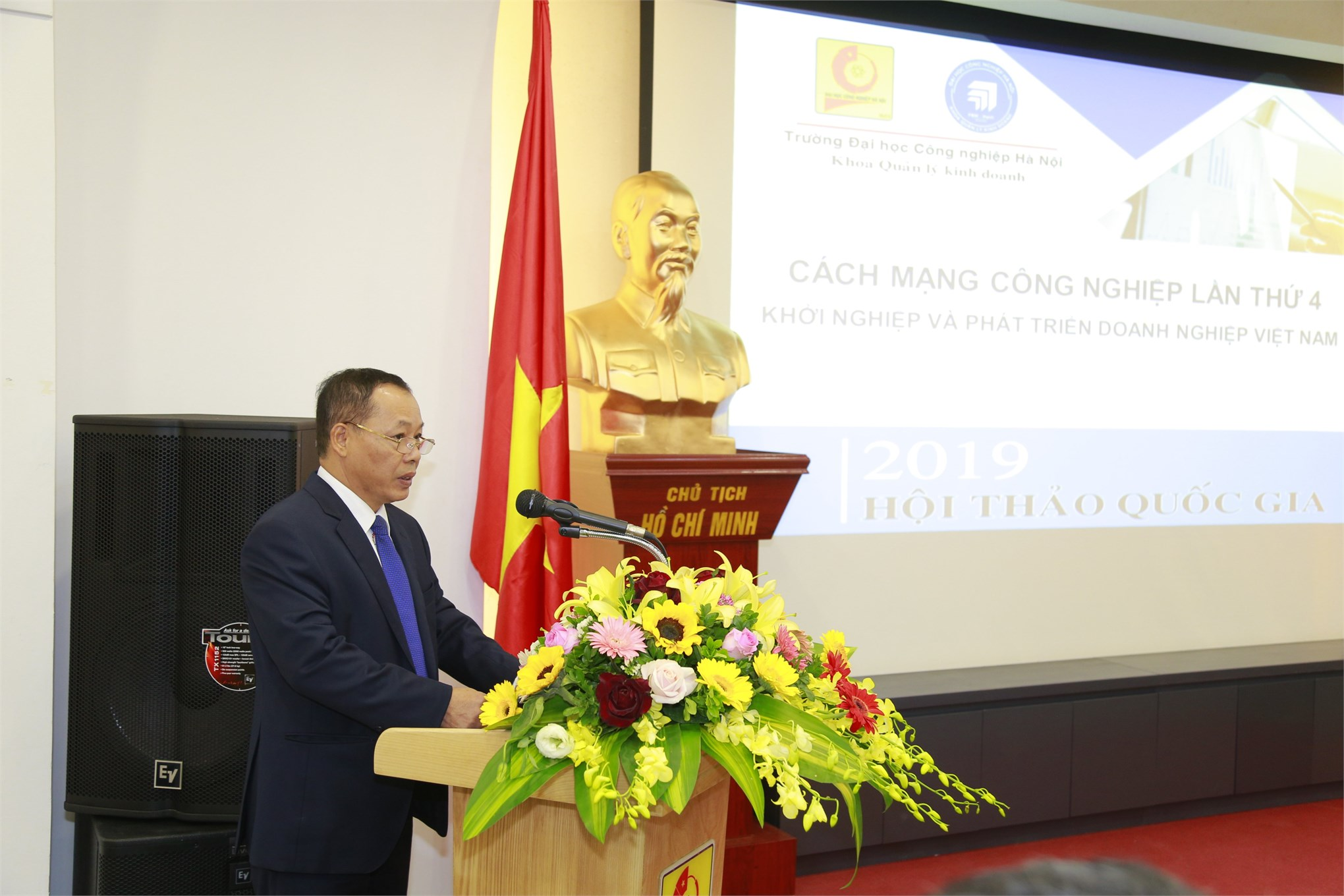 TS. Nguyễn Anh Tuấn – Phó Hiệu trưởng Nhà trường phát biểu khai mạc Hội thảo
