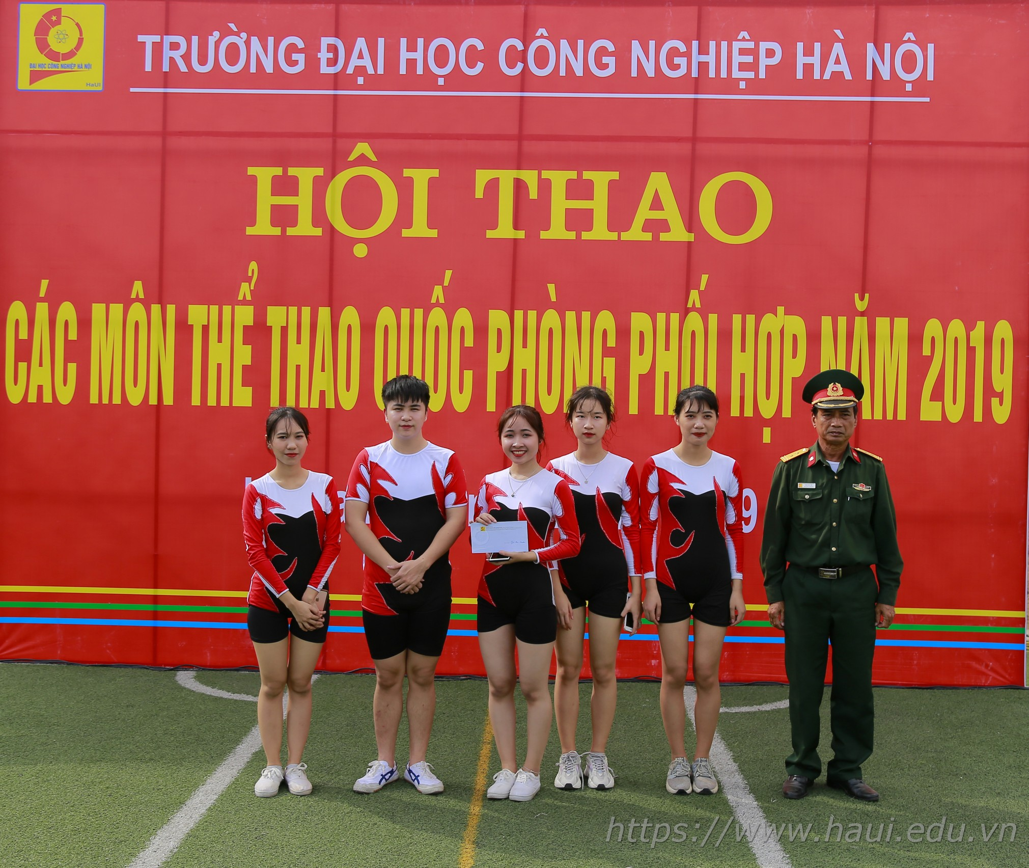 Hội thao các môn thể thao quốc phòng phối hợp trường Đại học Công nghiệp Hà Nội năm 2019