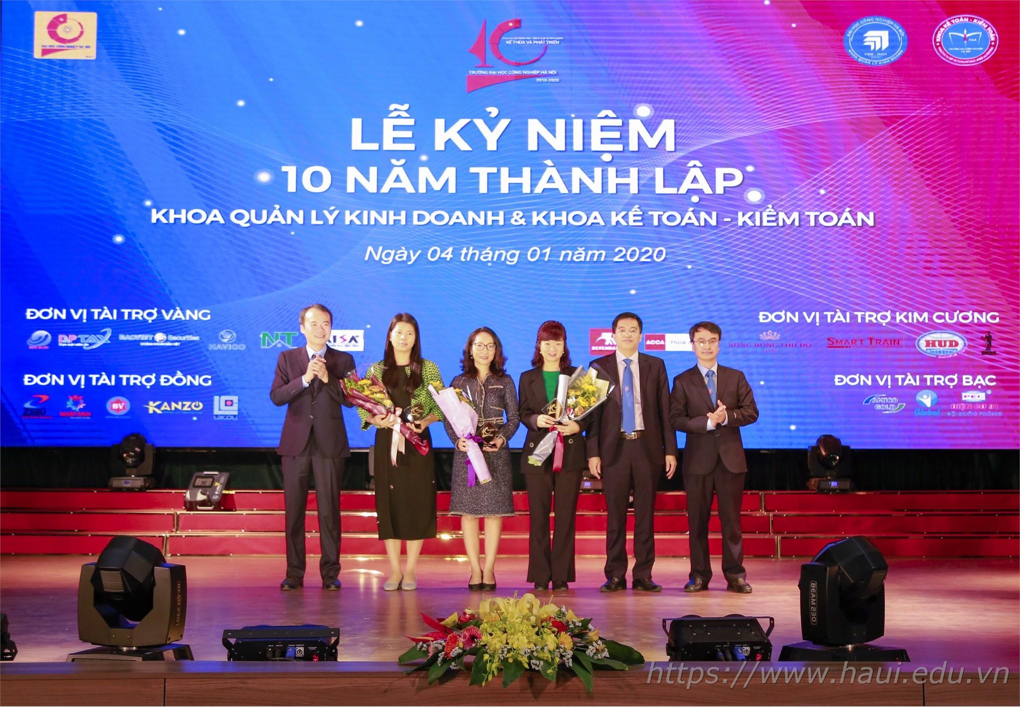 Kỷ niệm 10 năm thành lập khoa Quản lý Kinh doanh và khoa Kế toán - Kiểm toán