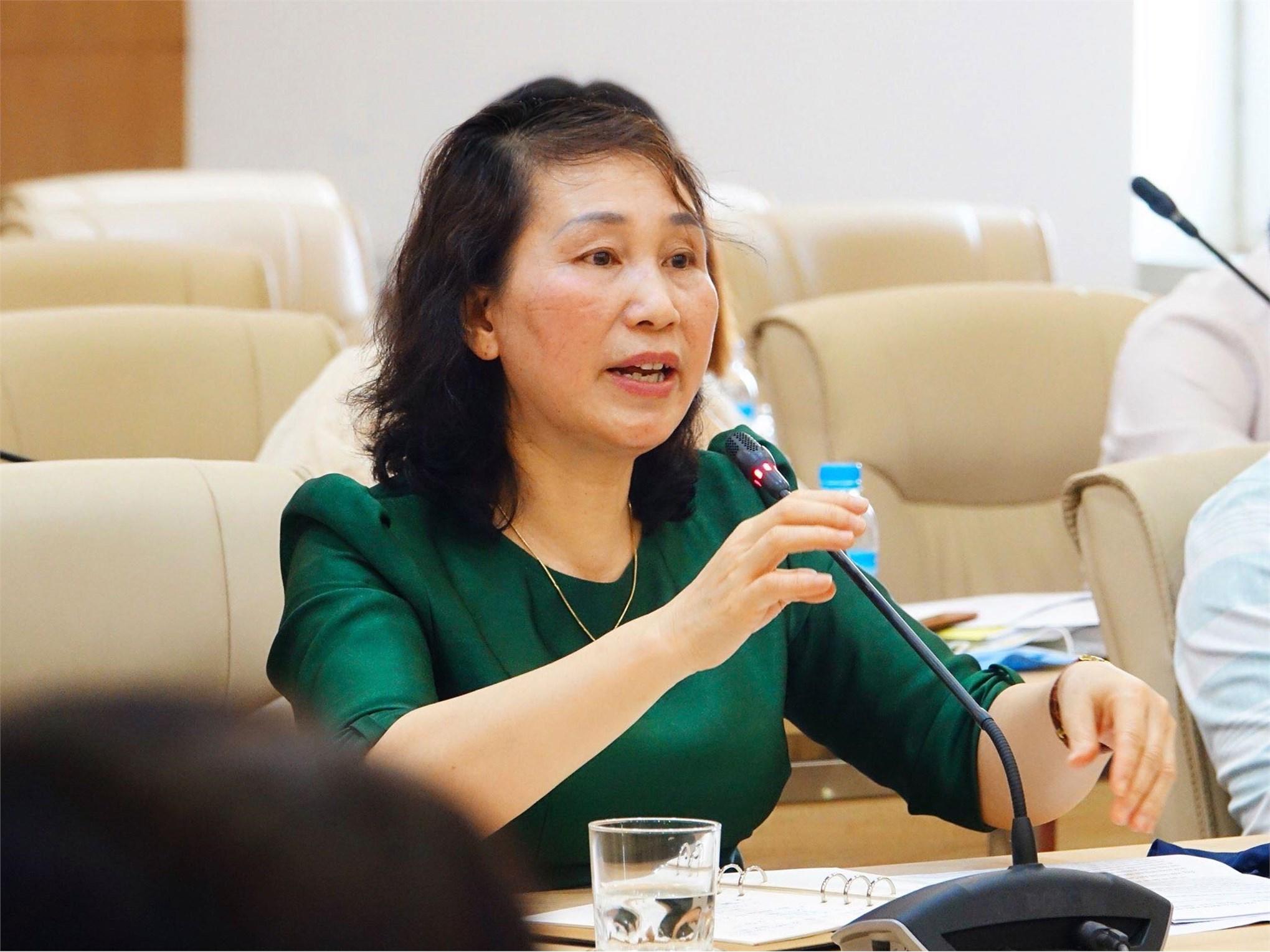 TS. Bùi Thị Ngân báo cáo công tác phòng chống dịch Covid-19 tại trường Đại học Công nghiệp Hà Nội.