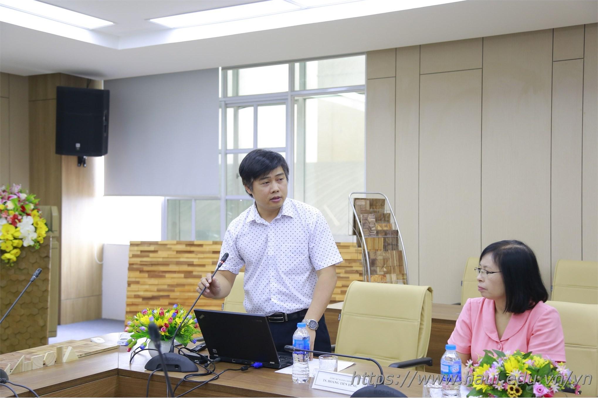 PGS.TS. Hoàng Việt Dũng – Chủ nhiệm đề tài trình bày trước Hội đồng nghiệm thu