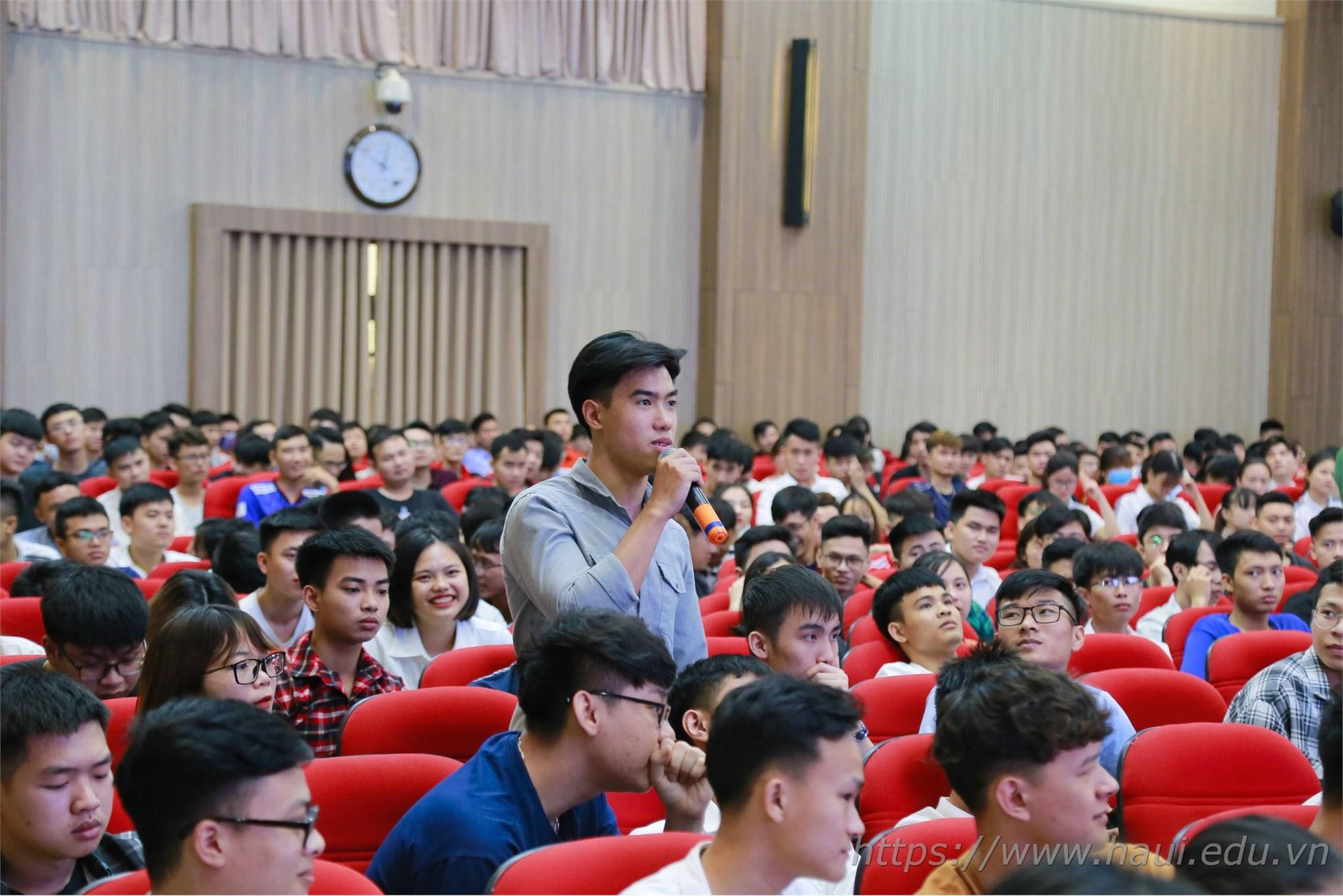 Tập huấn nghiên cứu khoa học cho sinh viên