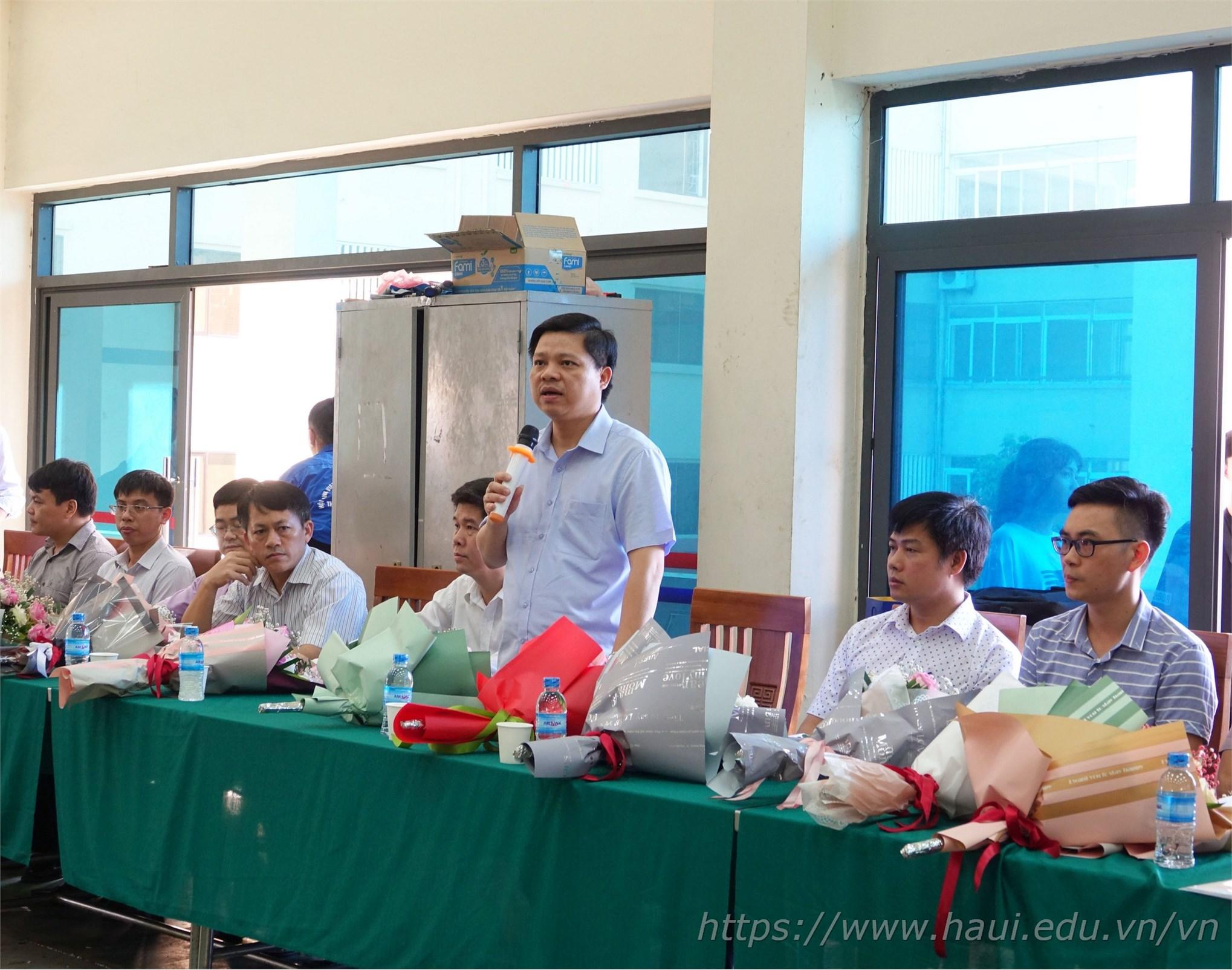 PGS.TS. Phạm Văn Đông – Trưởng phòng Khoa học Công nghệ phát biểu khai mạc cuộc thi Robocon cấp trường năm 2020