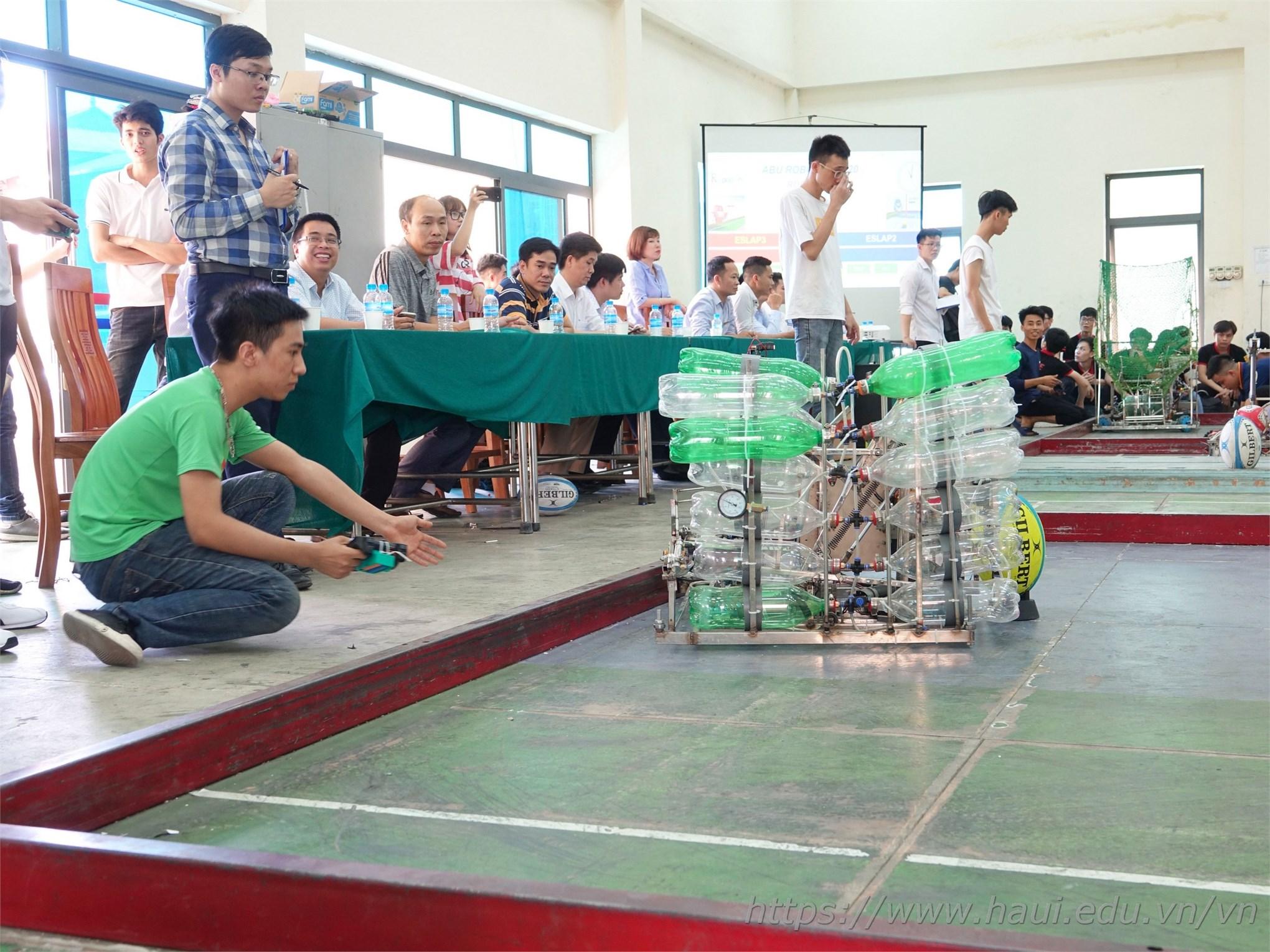 Khoa Điện tử giành Giải Nhất cuộc thi Robocon cấp trường năm 2020