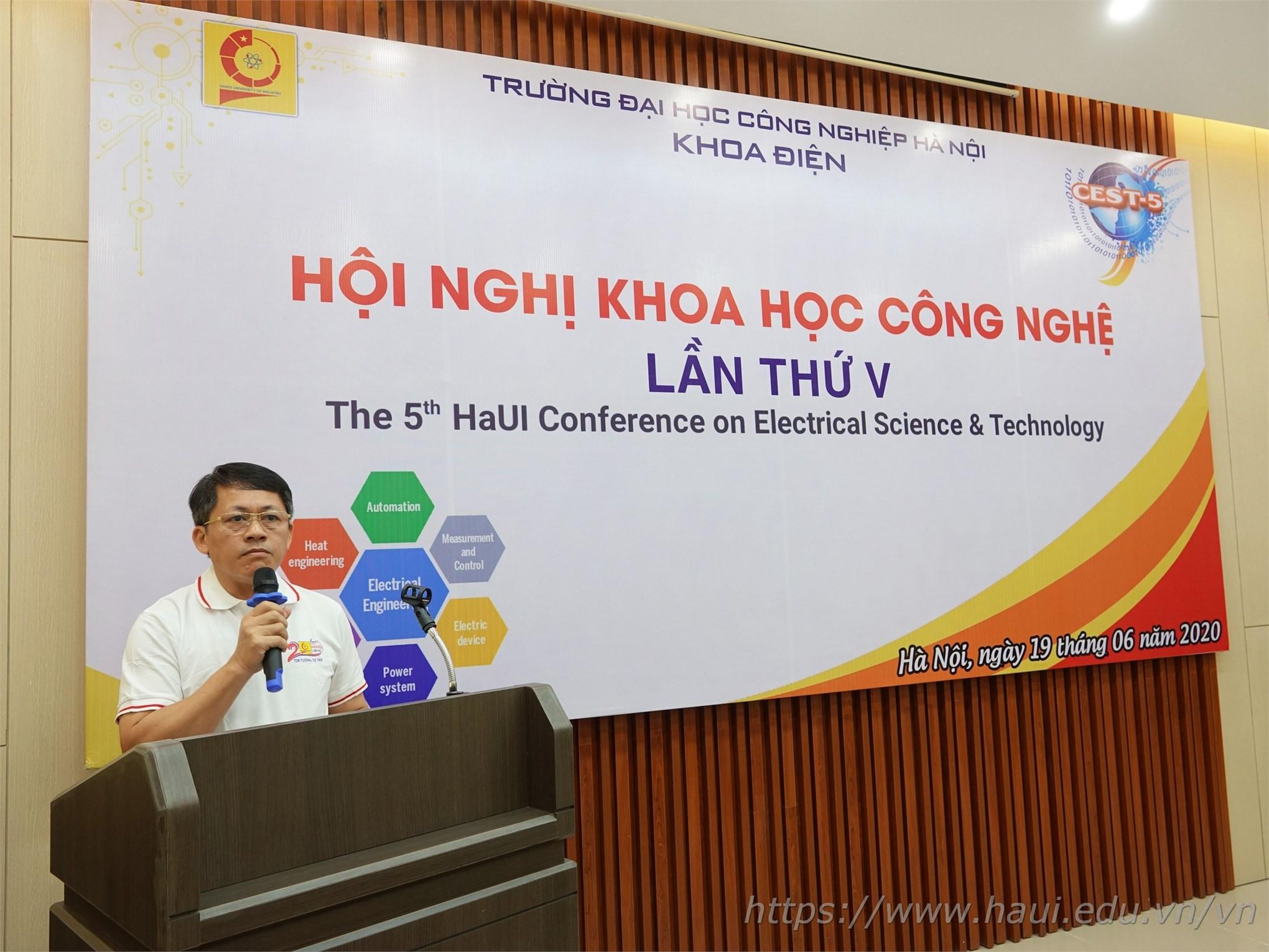 TS. Nguyễn Văn Minh - Trưởng khoa Điện phát biểu Khai mạc Hội nghị Khoa học Công nghệ lần thứ V của khoa
