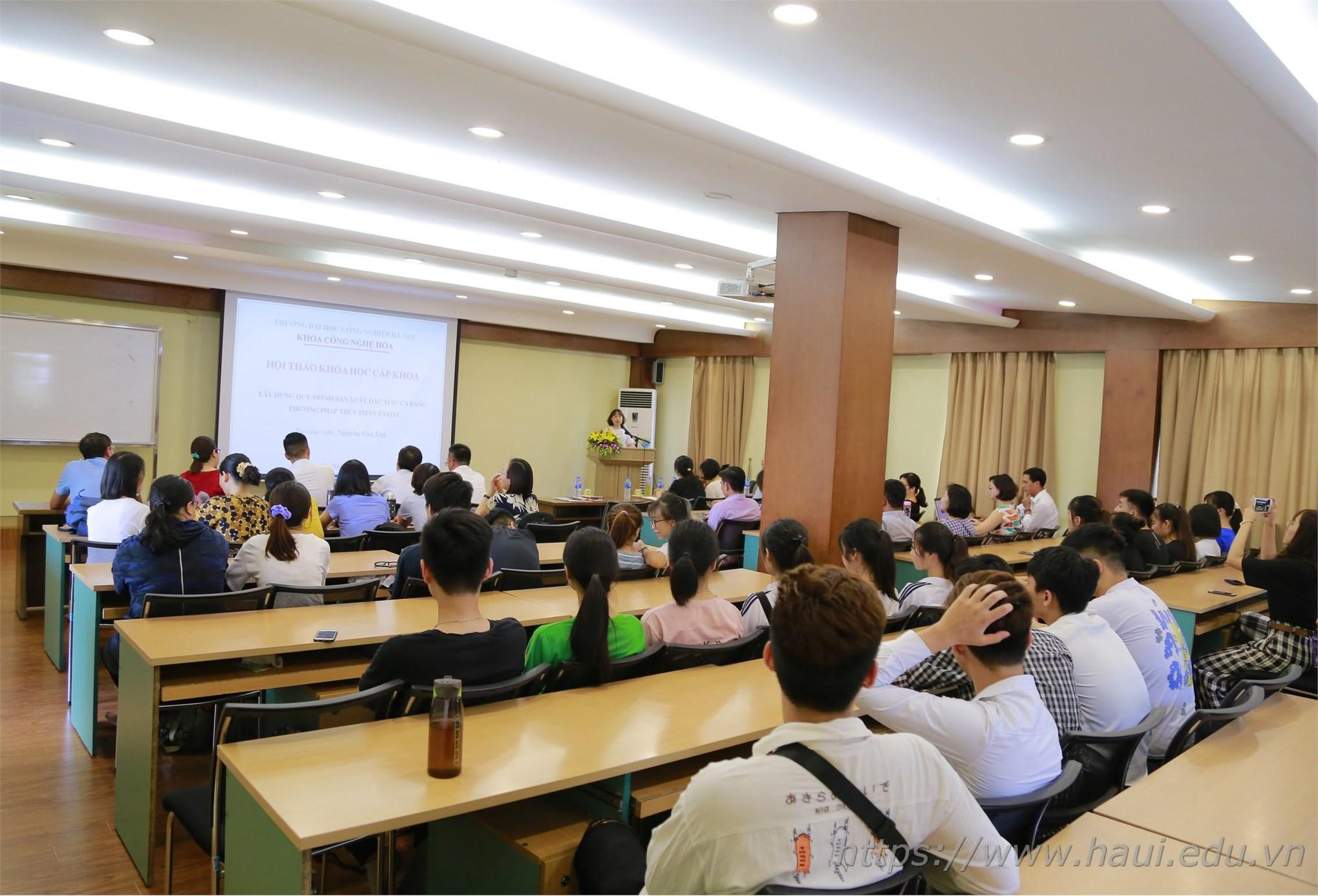 Khai mạc Hội nghị khoa học Khoa Công nghệ Hóa