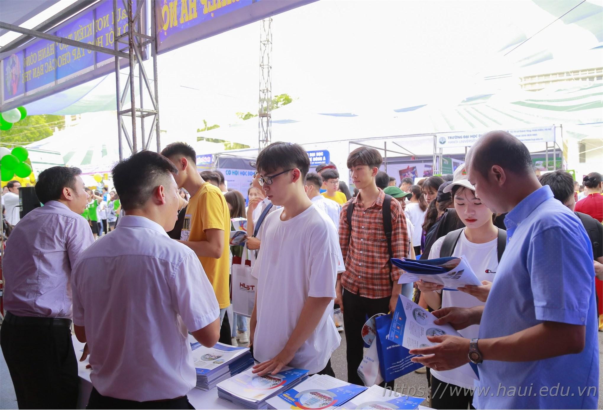 Đại học Công nghiệp Hà Nam tham gia Ngày hội Tư vấn tuyển sinh - hướng nghiệp năm 2020