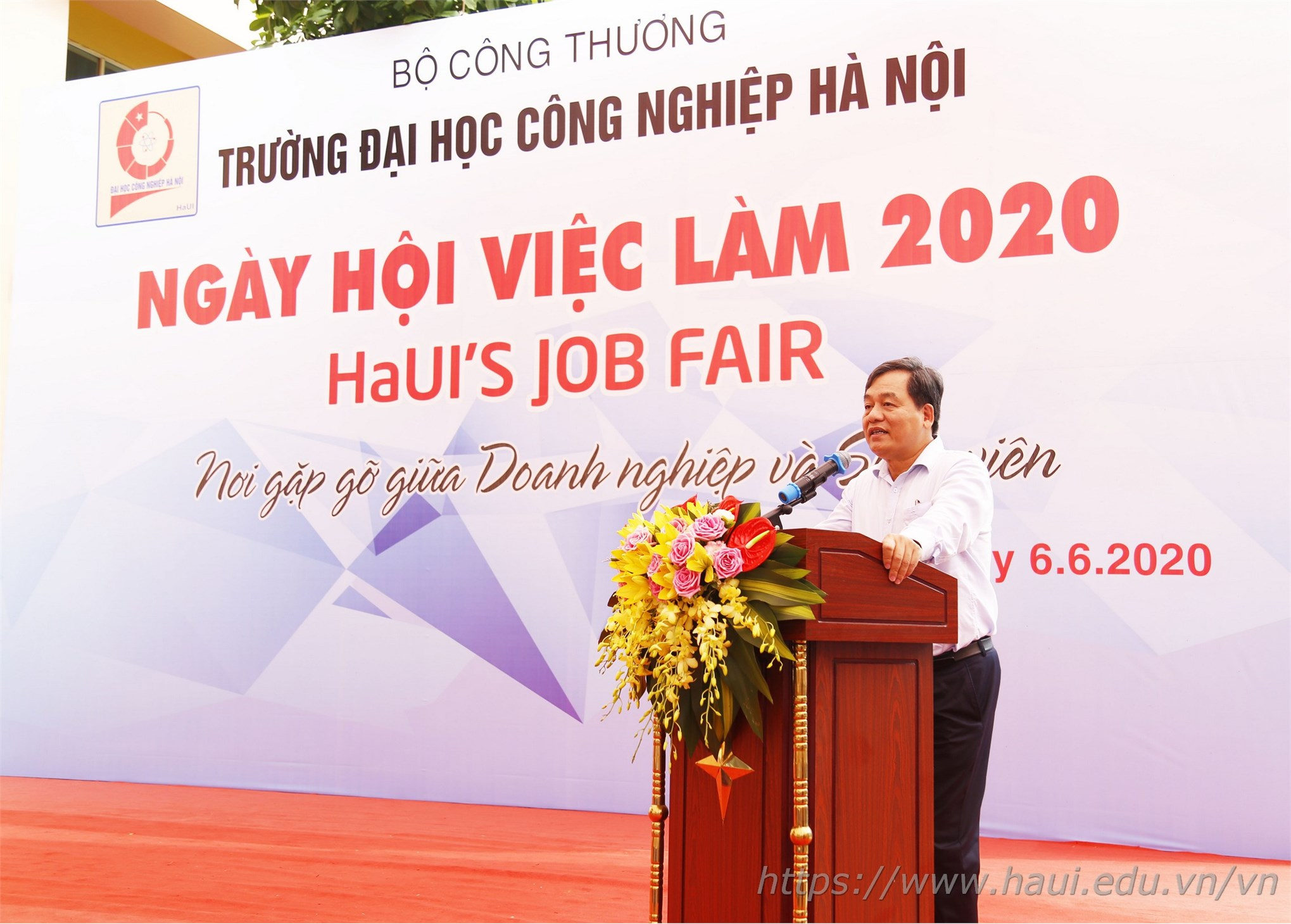 2.000 jobs for students at the HaUI Job Fair 2020