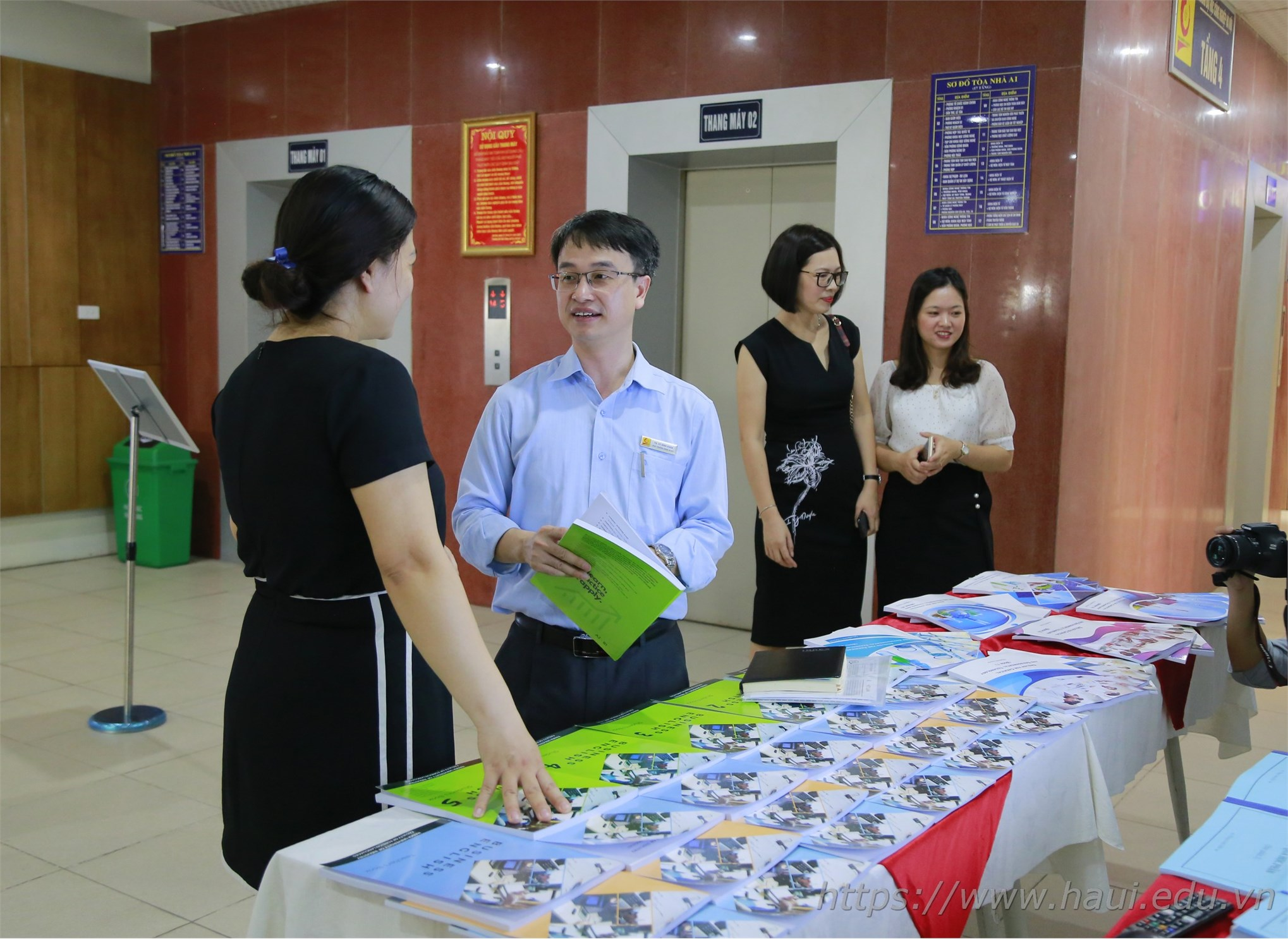 Hanoi University of Industry successfully applied the blended learning method in non-professional English training according to career orientation