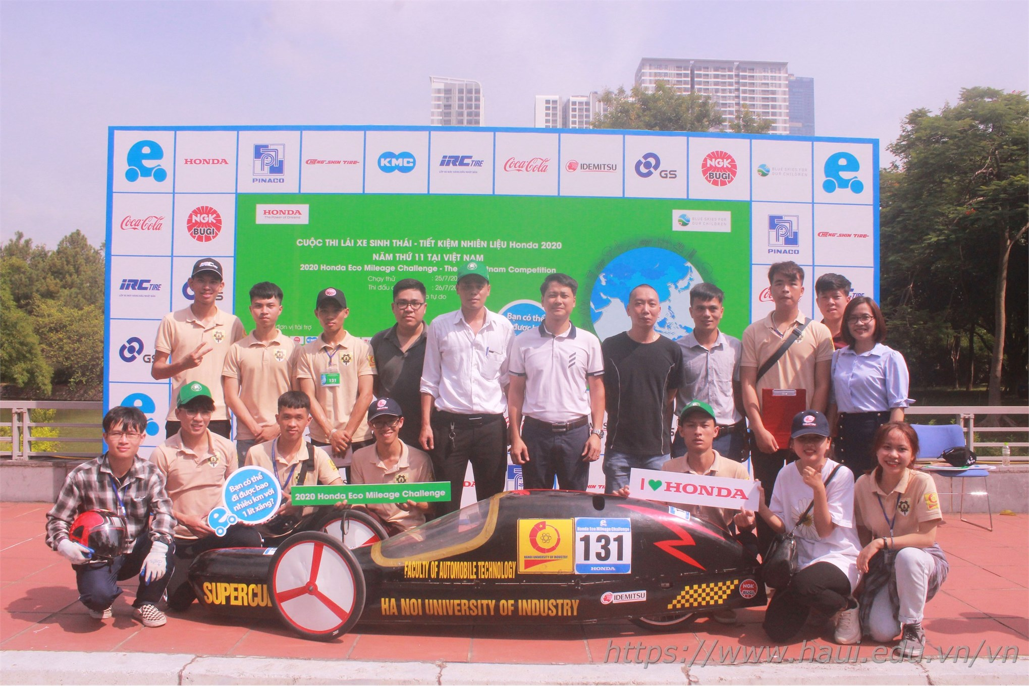 Cùng chúc mừng cho chiến thắng của đội tuyển Supercup 50 - Khoa Công nghệ Ô tô, và chúc cho các em sinh viên khoa Công nghệ Ô tô nói riêng, sinh viên Đại học Công nghiệp Hà Nội nói chung luôn giữ vững nhiệt huyết, ngọn lửa đam mê để tiếp tục thực hiện ước mơ của mình.