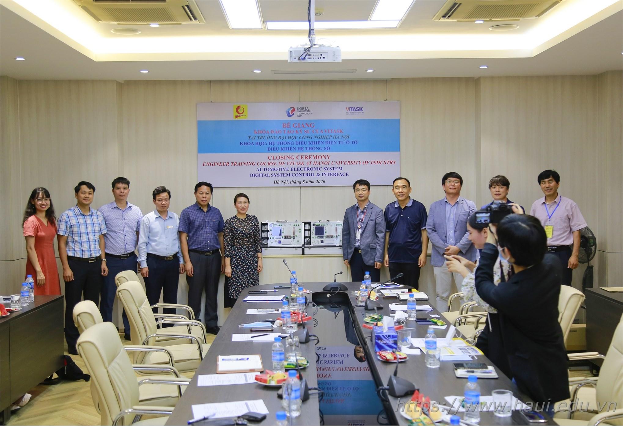 Bế giảng khóa đào tạo kỹ sư ngắn hạn về Điện tử và Công nghệ Ô tô