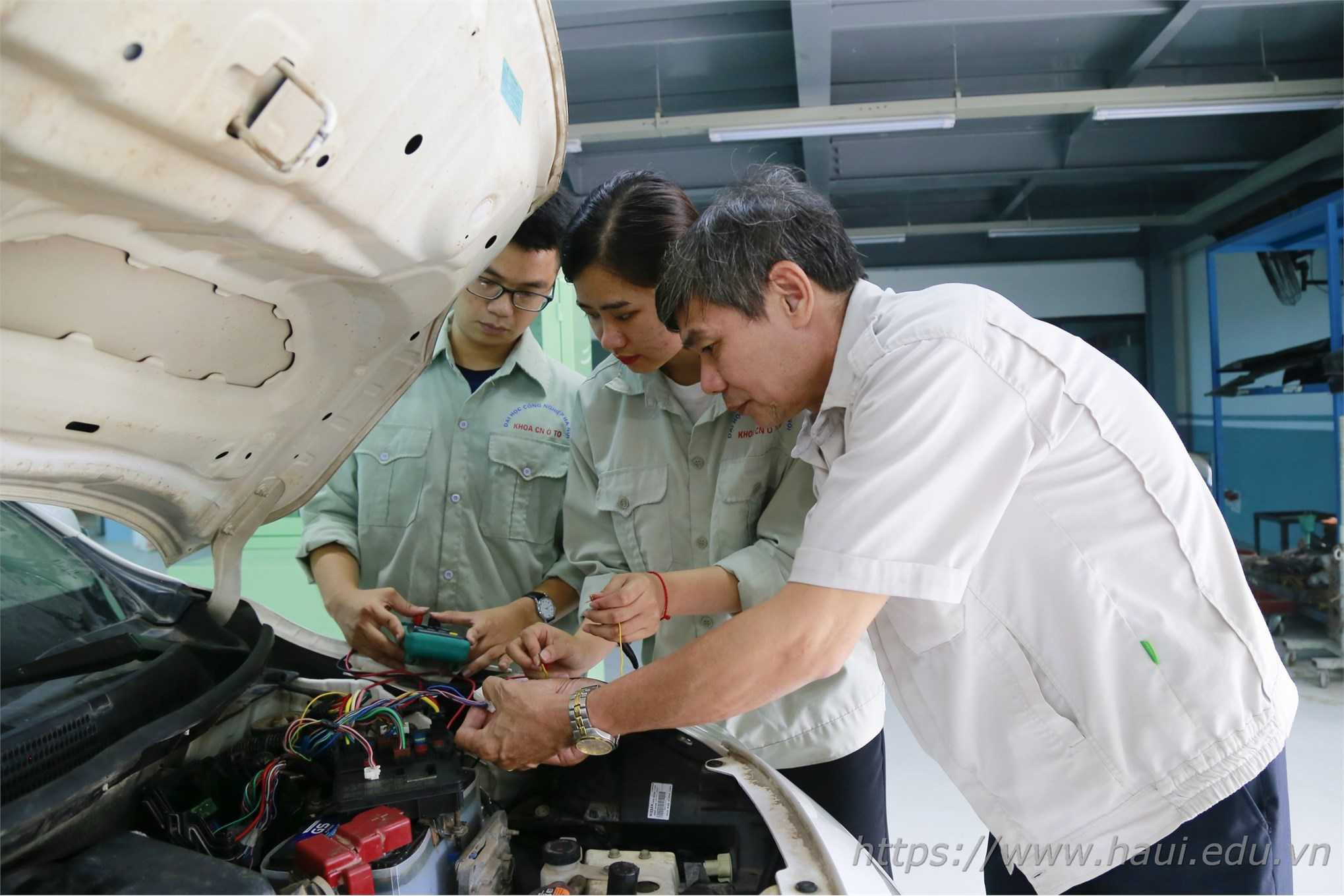Nữ sinh Đại học Công nghiệp Hà Nội đam mê ngành Công nghệ kỹ thuật ô tô