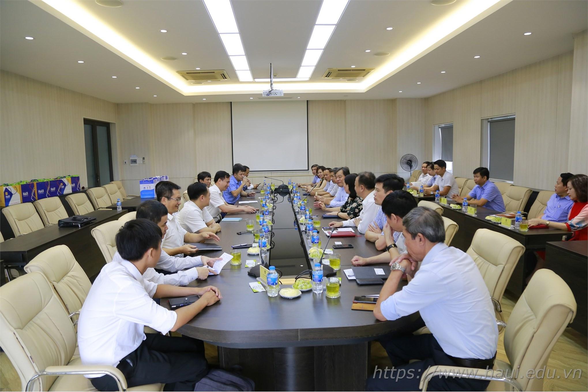 Trường Đại học Vinh thăm và làm việc tại Đại học Công nghiệp Hà Nội