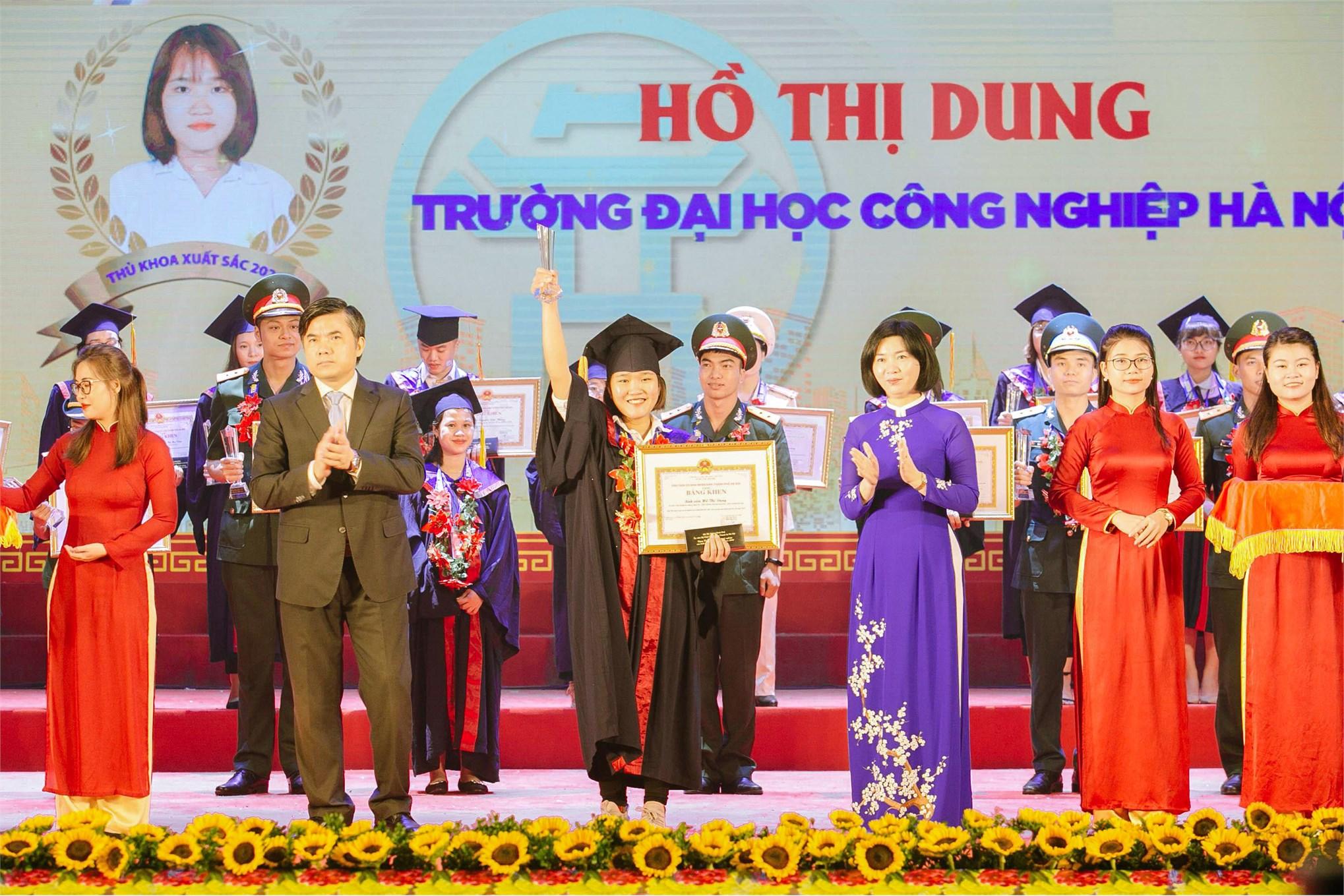 2 nữ sinh Đại học Công nghiệp Hà Nội - Thủ khoa tốt nghiệp xuất sắc năm 2020