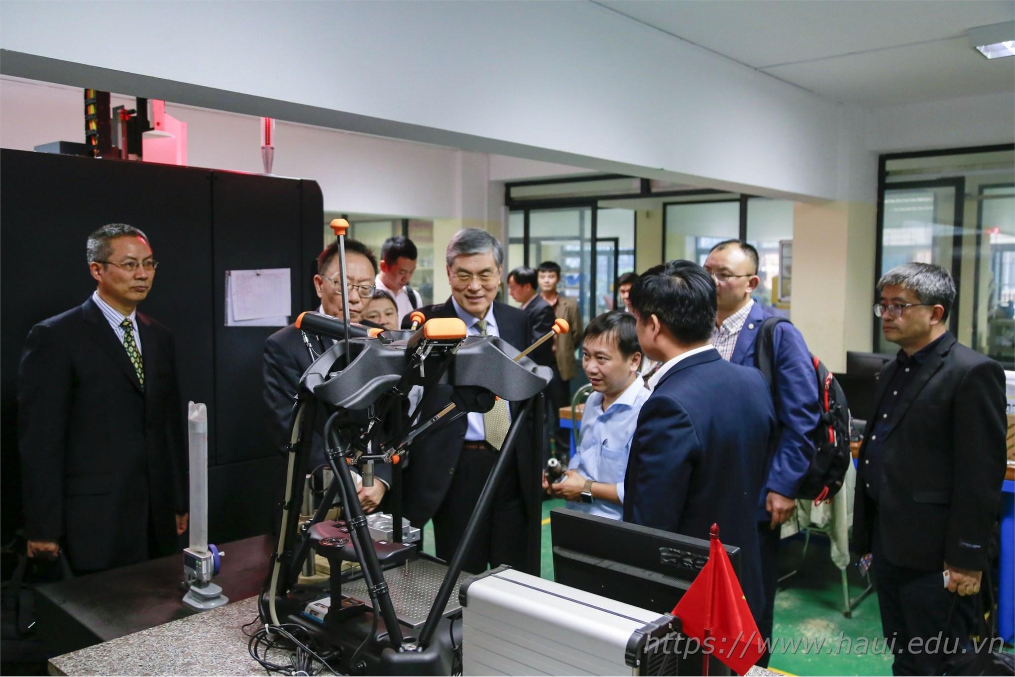 Khoa Cơ khí - Trường Đại học Công nghiệp Hà Nội tiên phong trong đào tạo ngành công nghệ kỹ thuật khuôn mẫu tại Việt Nam