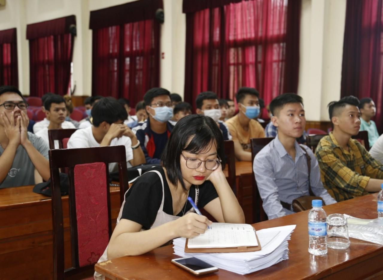 Gần 300 sinh viên hệ Cao đẳng thực tập tại Công ty TNHH Sam sung Electro-Mechanics Việt Nam và Công ty TNHH MTV Thông tin M1