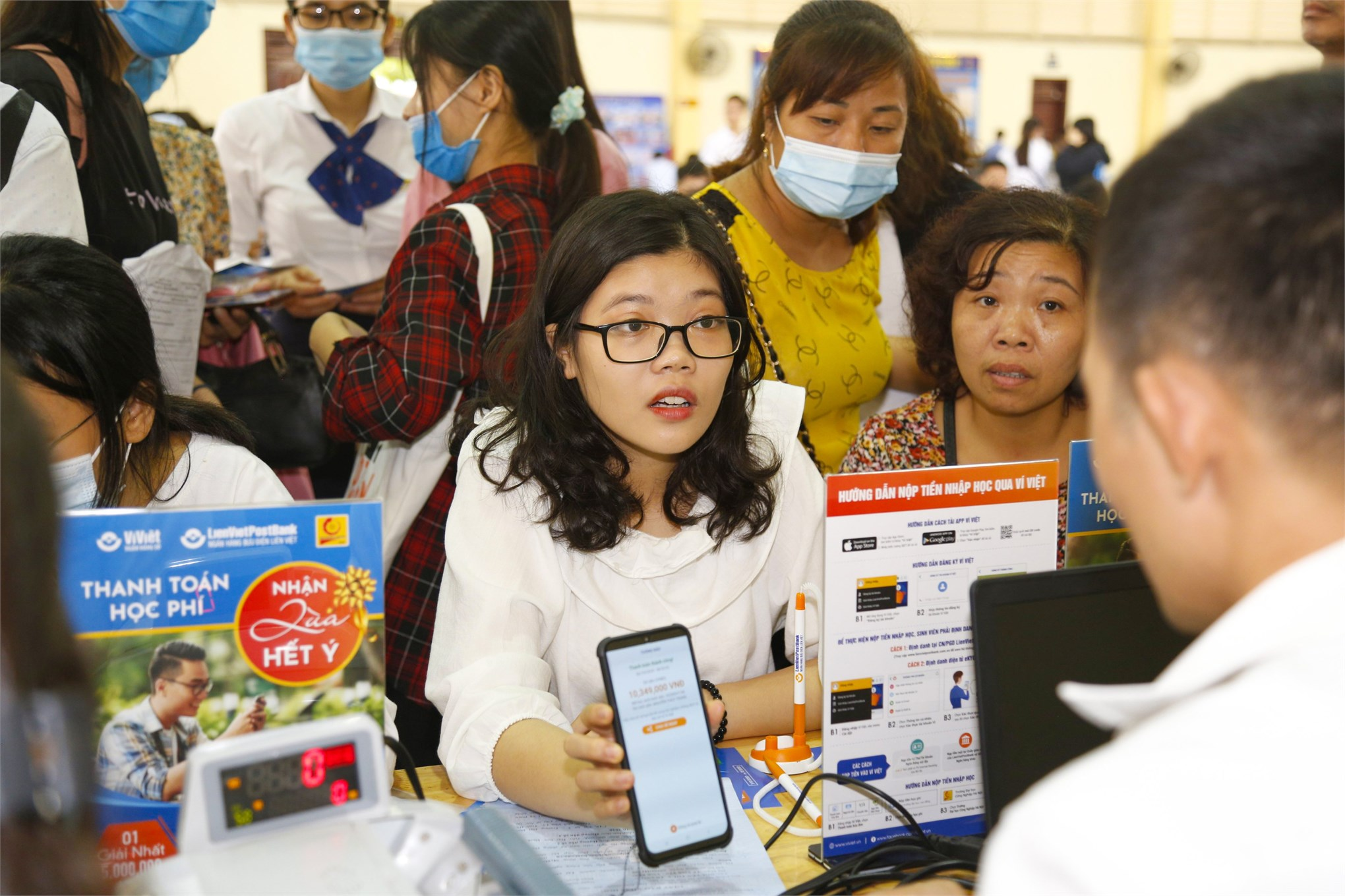 Rất nhiều thí sinh tìm hiểu thủ tục nộp học phí qua ứng dụng Ví Việt, và ViettelPay. Việc triển khai dịch vụ nộp tiền học phí Online nhằm giúp cho giao dịch nộp tiền học trở nên dễ dàng, nhanh chóng và an toàn cho các bạn sinh viên.