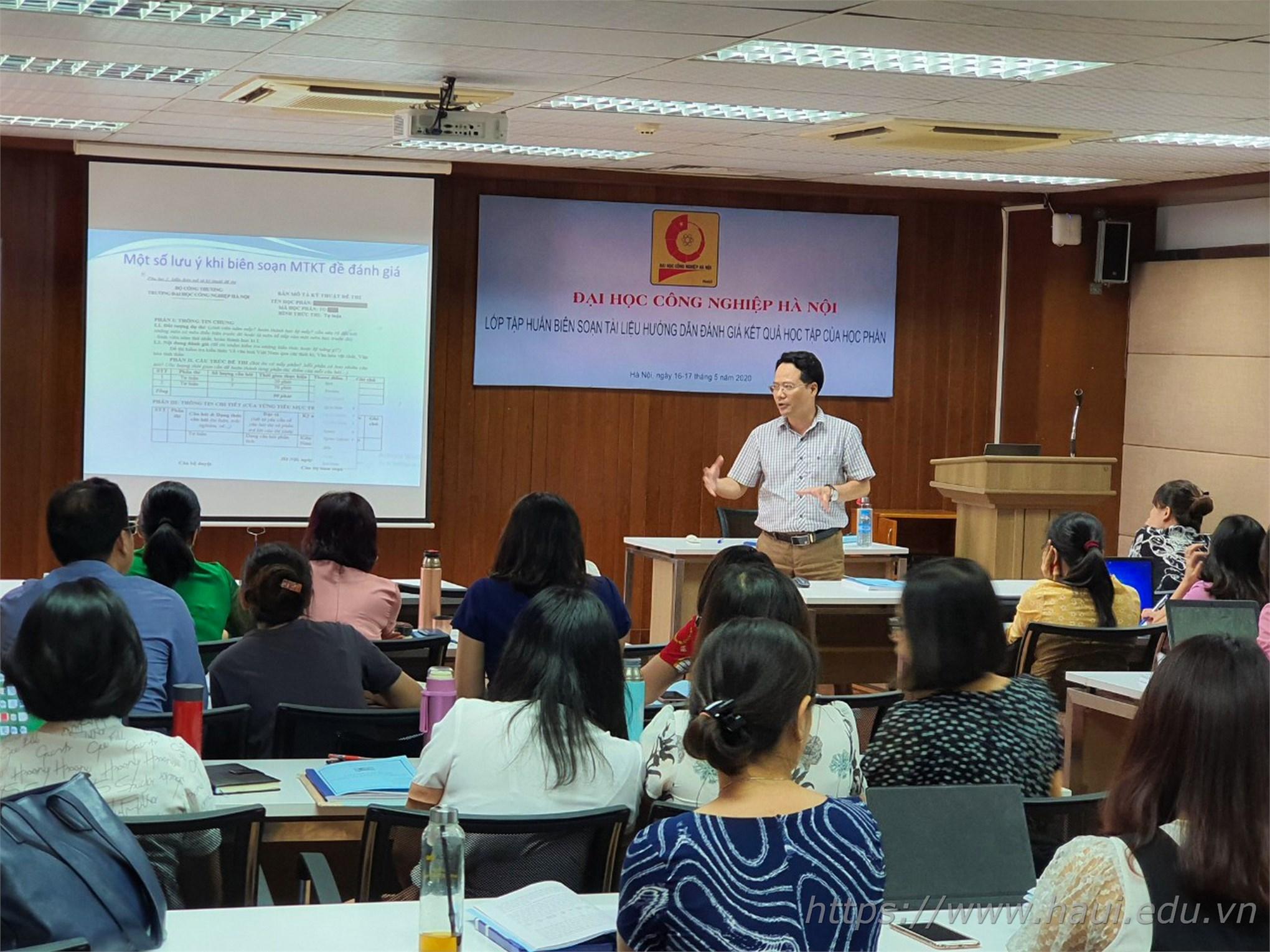 Cán bộ, giảng viên nhà trường tham gia lớp tập huấn về đánh giá kết quả học tập học phần
