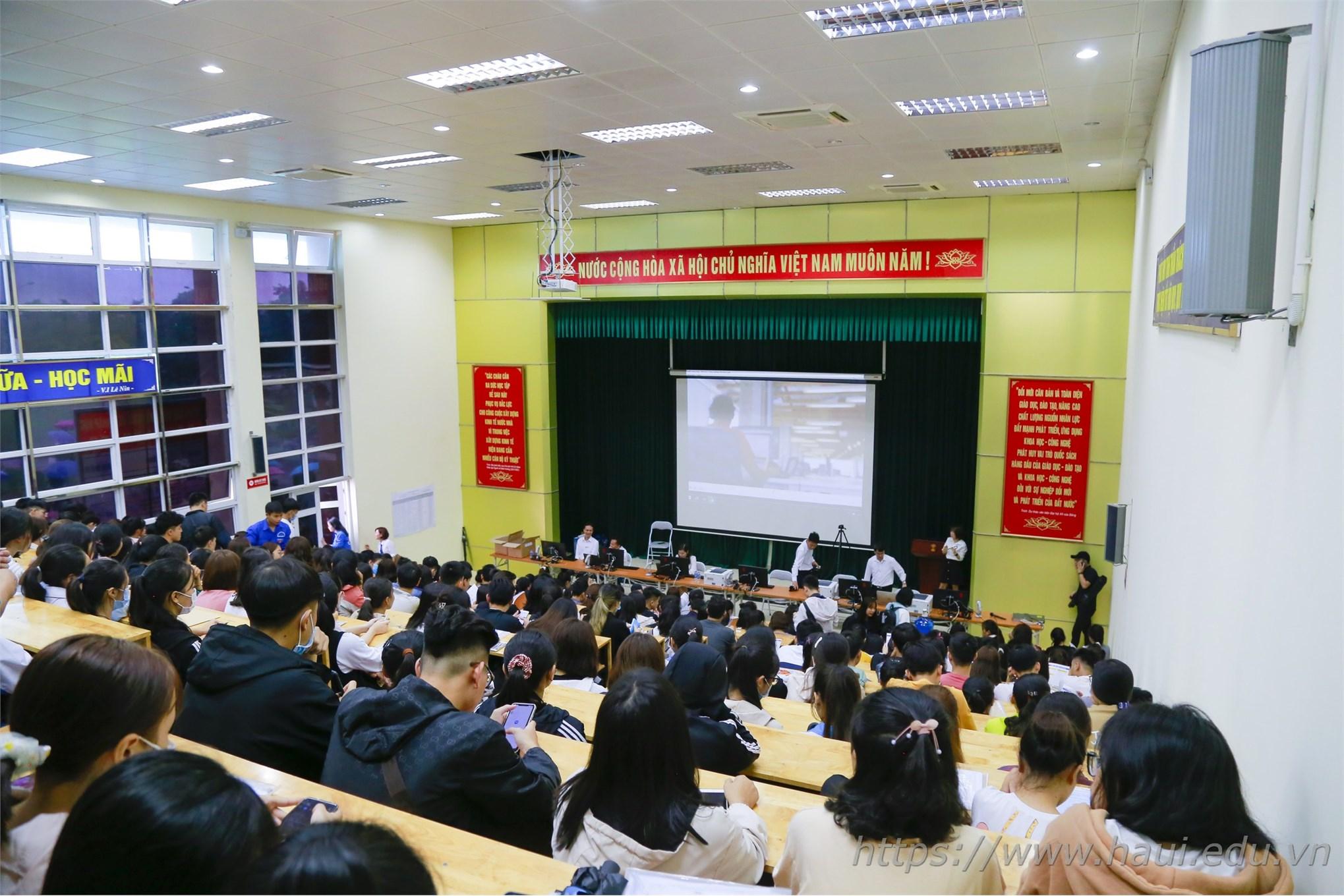 Hơn 7.000 tân sinh viên gia nhập ngôi nhà chung Đại học Công nghiệp Hà Nội