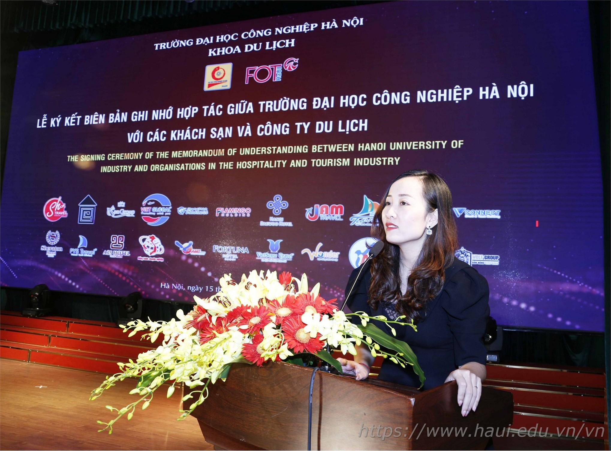 Bạn Ninh Thị Loan – Cựu sinh viên khoa Du lịch phát biểu tại Lễ kỷ niệm
