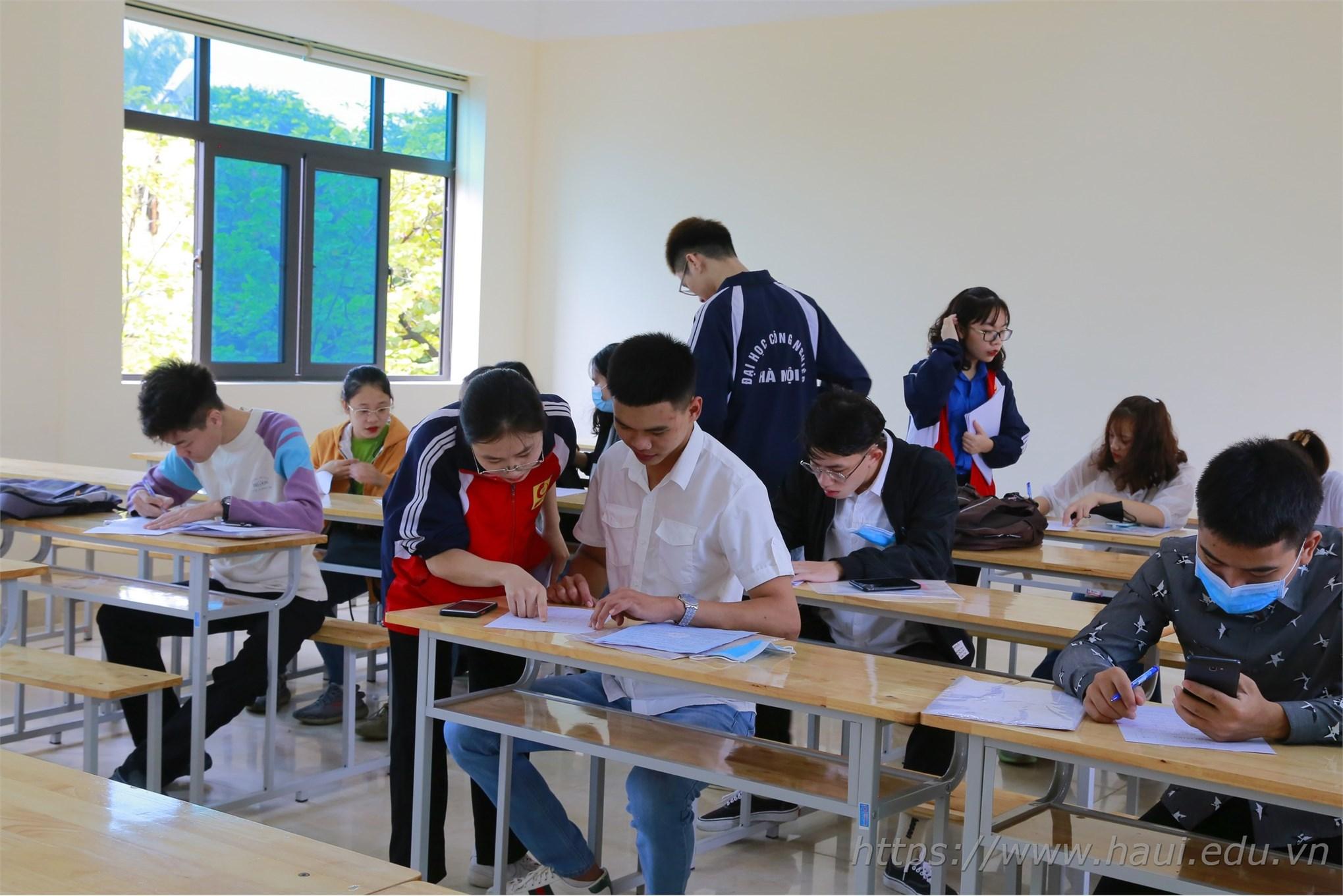 7.000 tân sinh viên ra nhập ngôi nhà chung Đại học Công nghiệp Hà Nội