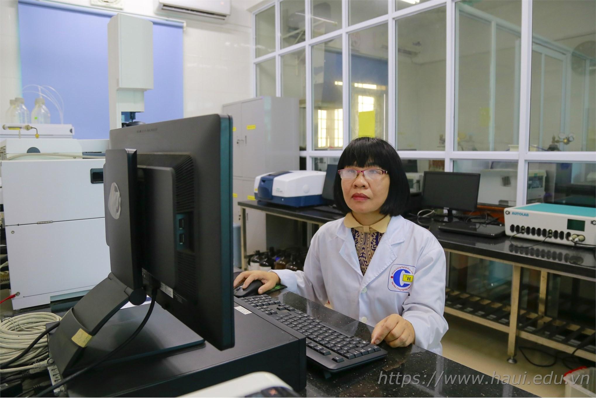 PGS.TS. Nguyễn Thị Thanh Mai - Nữ giảng viên đam mê khoa học và tâm hồn thi sĩ