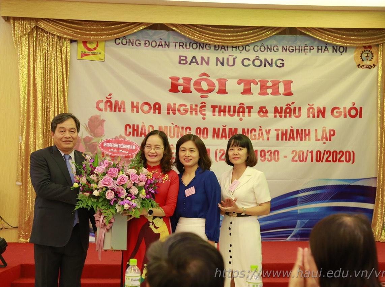 Rực rỡ và hấp dẫn tại Hội thi cắm hoa, nấu ăn, chào mừng kỷ niệm 90 năm ngày thành lập Hội liên hiệp Phụ nữ Việt Nam