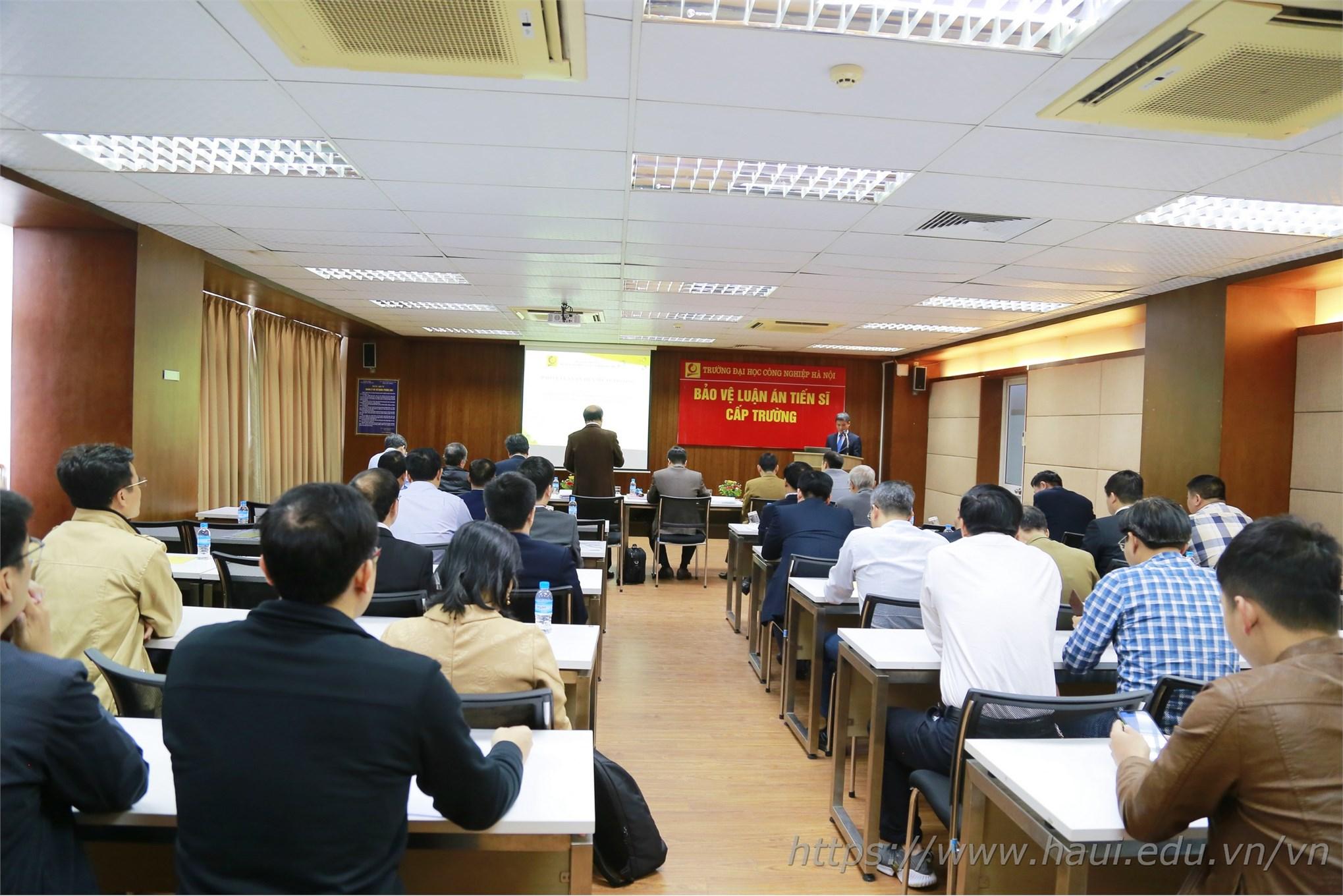 Toàn cảnh buổi bảo vệ Luận án Tiến sĩ của NCS Nguyễn Văn Đức tại ĐHCNHN