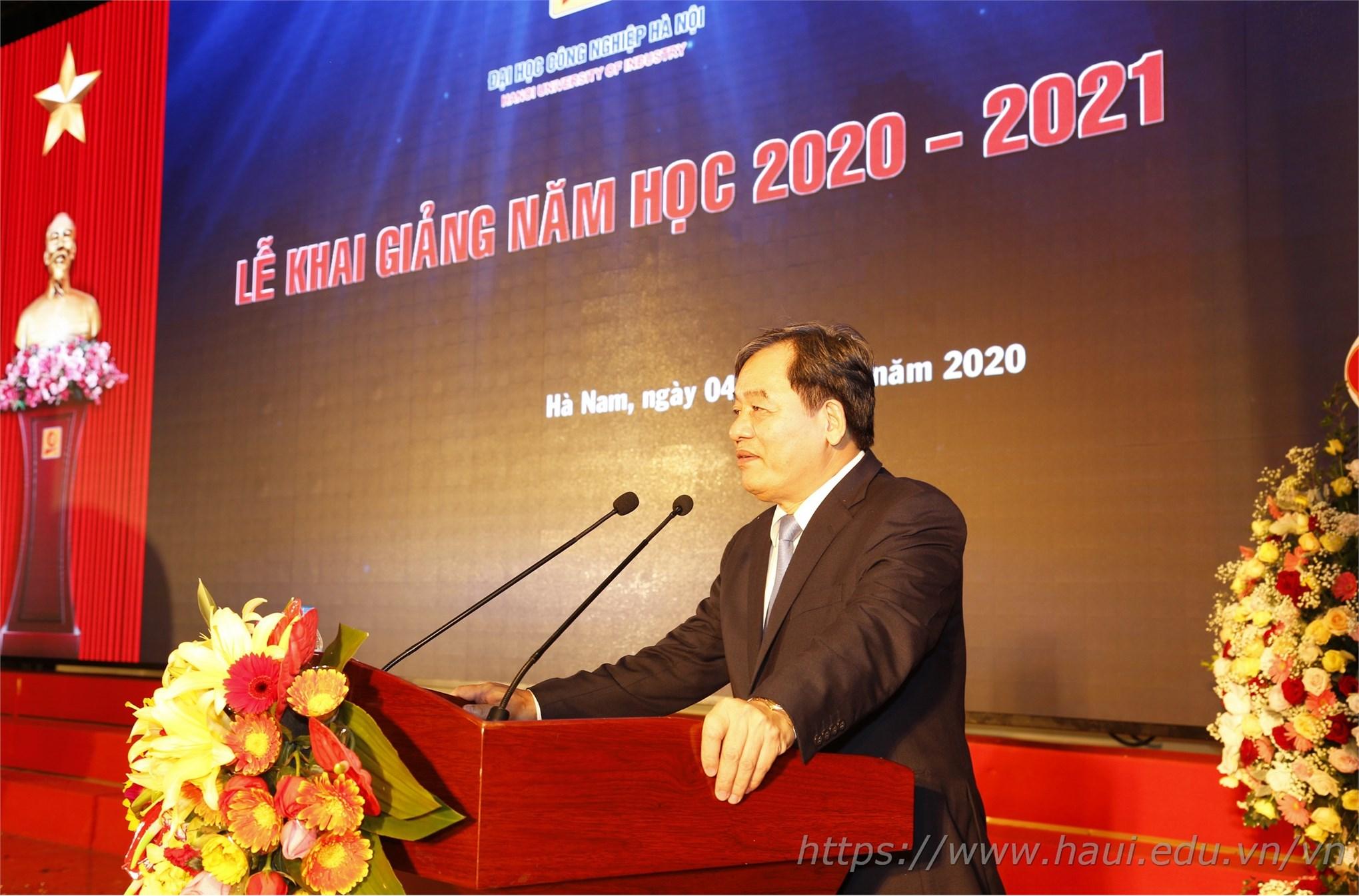PGS.TS.Trần Đức Quý - Bí thư Đảng ủy, Hiệu trưởng nhà trường phát biểu tại Lễ khai giảng năm học 2020 - 2021