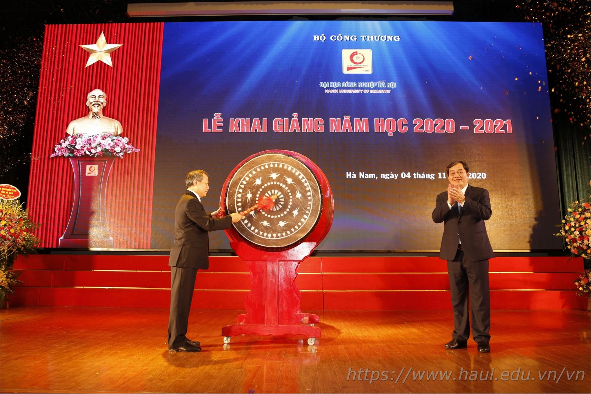 Thứ trưởng Cao Quốc Hưng gióng hồi trống khai giảng năm học 2020 – 2021, chúc mừng năm học thứ 123 của ĐHCNHN