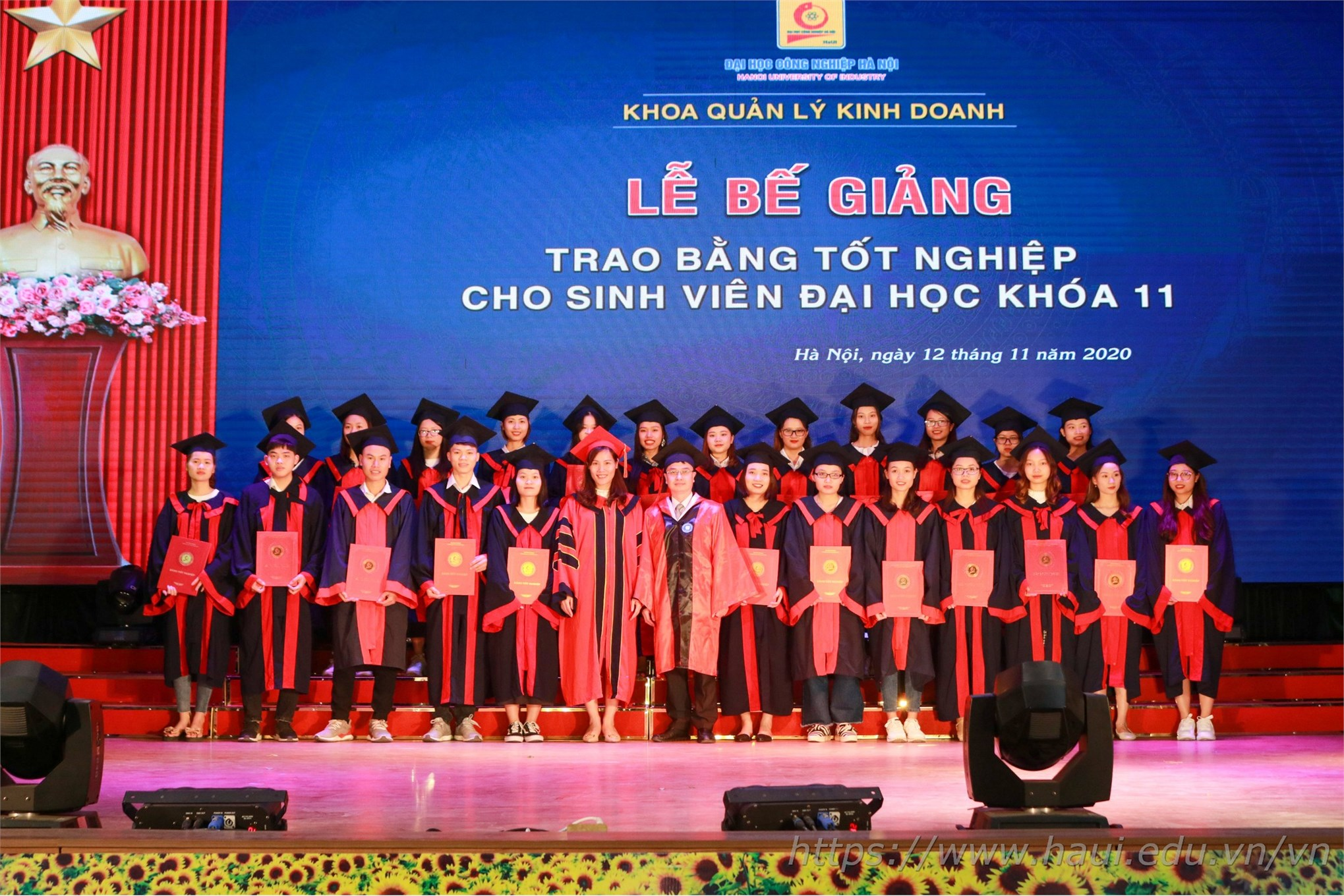 3455 tân cử nhân ĐHCNHN rạng rỡ ngày bế giảng và trao bằng tốt nghiệp