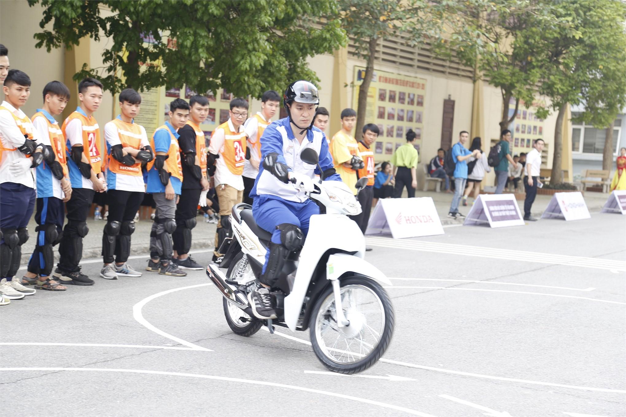 Hội thi tìm hiểu Luật Giao thông đường bộ và kỹ năng lái xe mô tô an toàn cho sinh viên các trường ĐH khu vực Hà Nội năm 2020