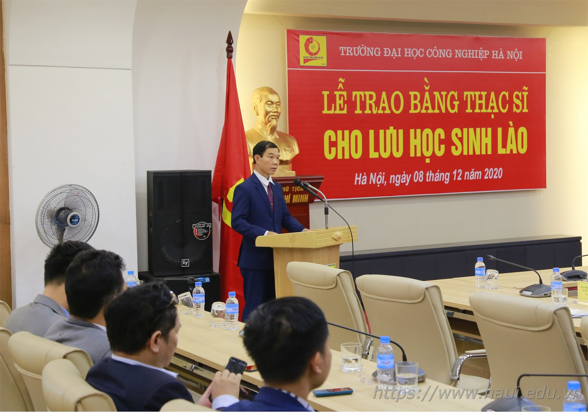 Lễ trao bằng Thạc sĩ cho 12 lưu học sinh Lào