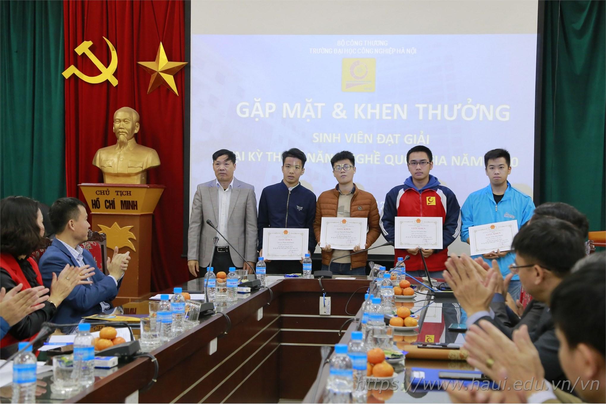 04 sinh viên đại Giải Khuyến khích tại Kỳ thi KNN Quốc gia 2020