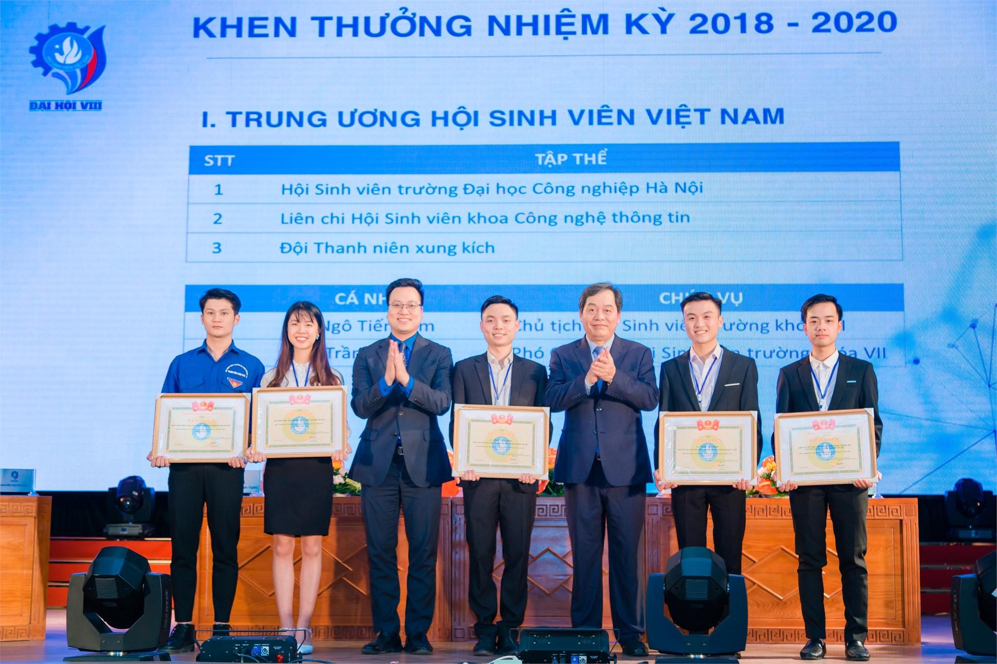 Khen thưởng tập thể và cá nhân xuất sắc nhiệm kỳ 2018 - 2020