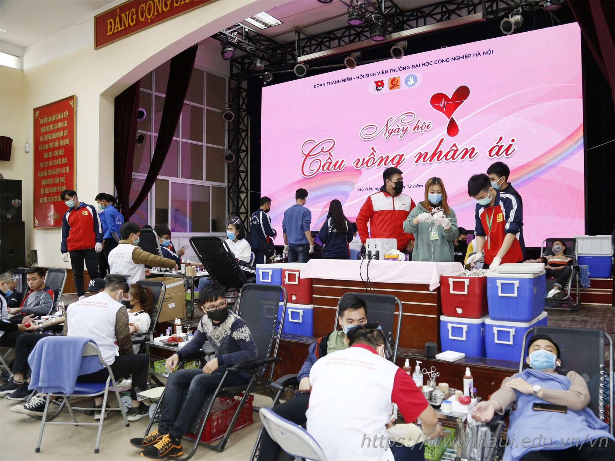 Tuổi trẻ Đại học Công nghiệp Hà Nội hiến tặng 521 đơn vị máu tại Ngày hội Cầu vồng nhân ái năm 2020