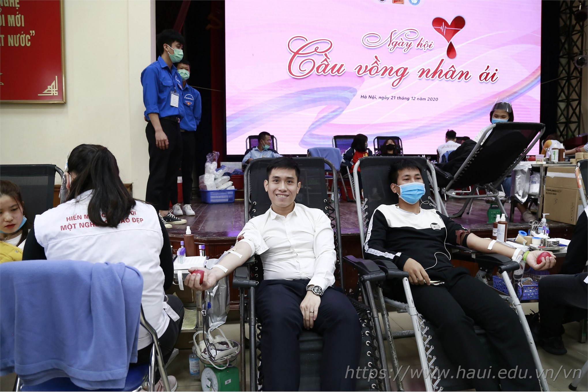 HaUI staff and students donate 521 blood units at Voluntary Blood Donation Day 2020