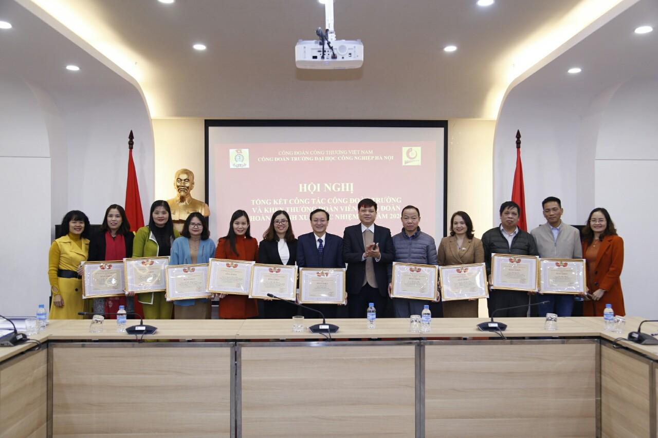 Công đoàn Công Thương Việt Nam tặng Bằng khen 14 cá nhân đã có thành tích xuất sắc trong phong trào thi đua lao động giỏi và xây dựng tổ chức Công đoàn vững mạnh năm học 2019 - 2020