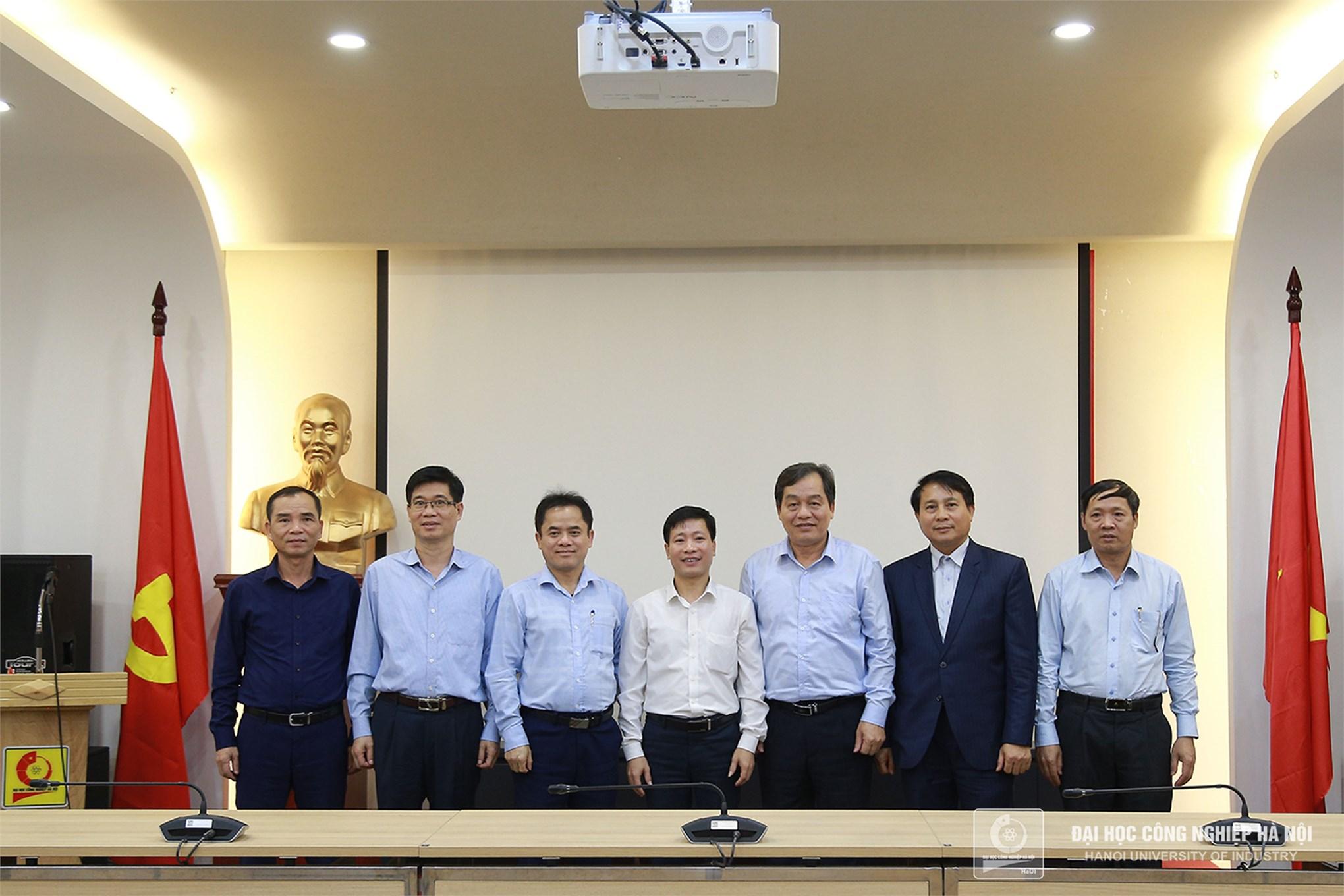 Tiếp Đại học Công nghệ Giao thông Hà Nội thăm và làm việc với trường