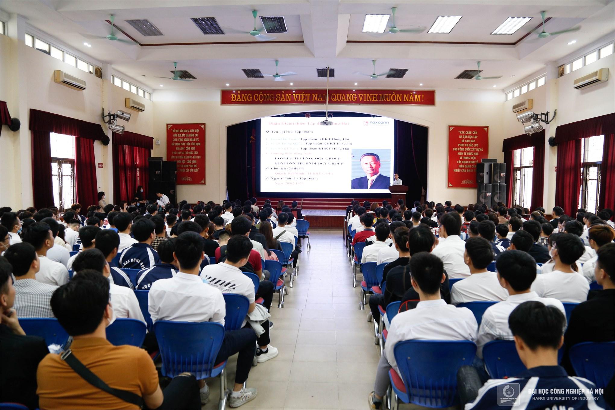 Toàn cảnh Hội thảo cơ hội việc làm và tuyển dụng trực tiếp của Tập đoàn KHKT Hồng Hải (Foxconn) tại Đại học Công nghiệp Hà Nội