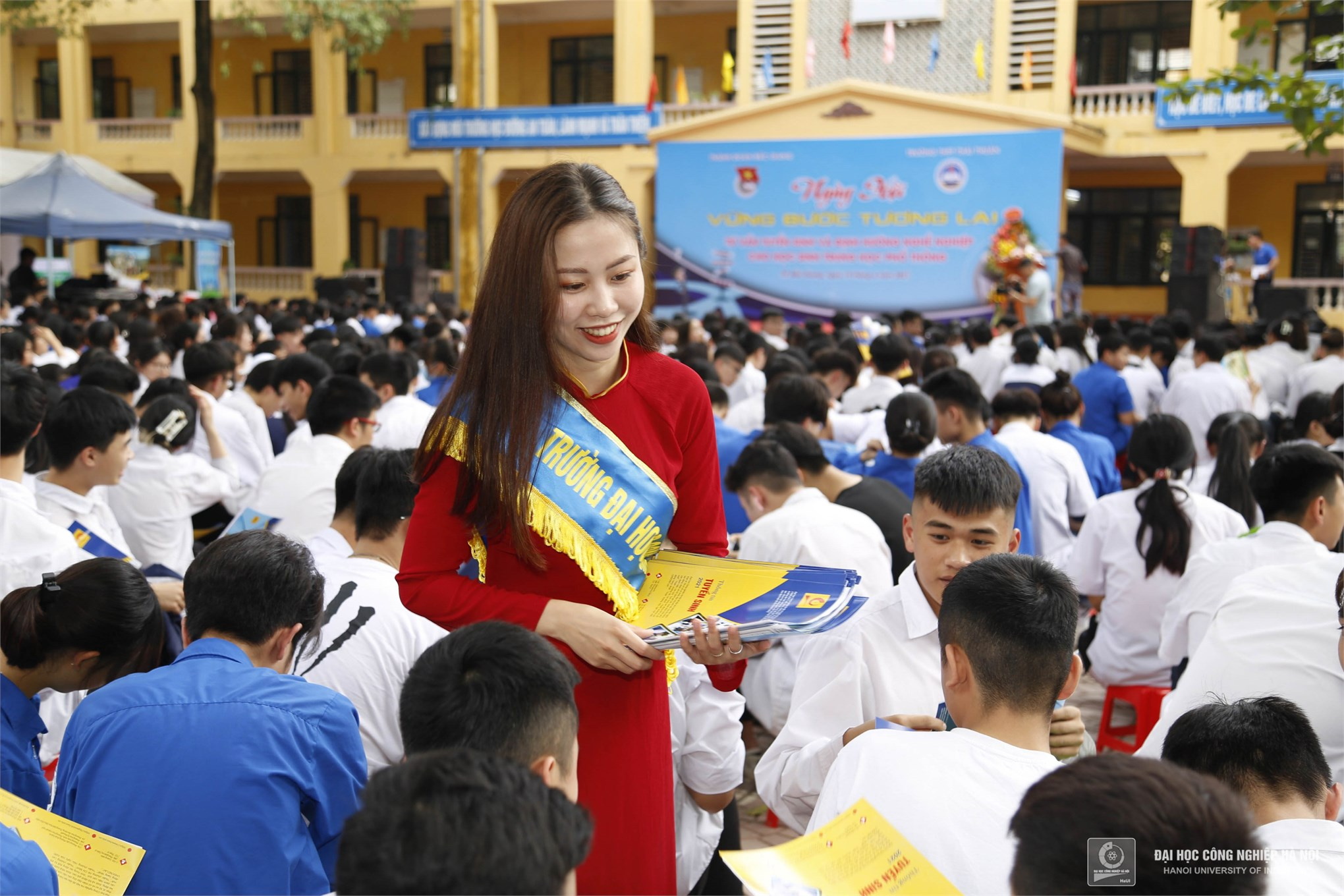 Sức hút của Đại học Công nghiệp Hà Nội tại Ngày hội tư vấn hướng nghiệp cho học sinh tỉnh Bắc Giang
