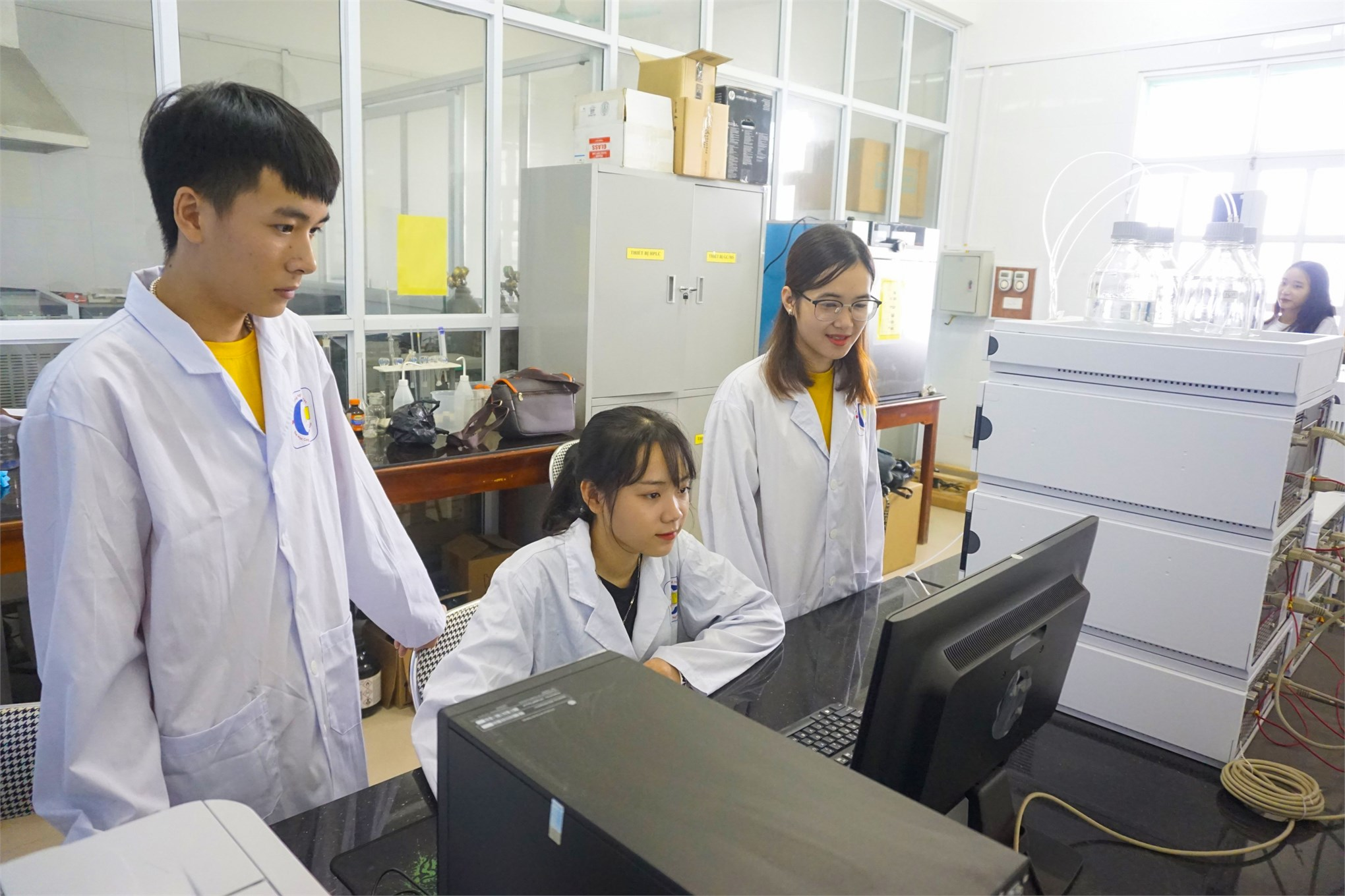 Sinh viên được thực hành trên những thiết bị hiện đại (Nguồn: HaUI)