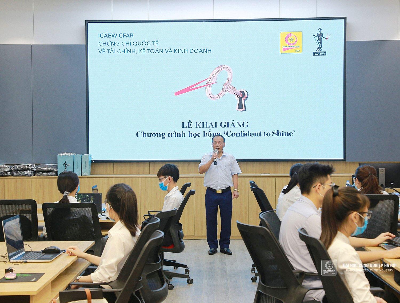 """Sinh viên Ngành Kế toán Kiểm toán tham gia chương trình học bổng """"Confident to shine"""" của ICAEW"""