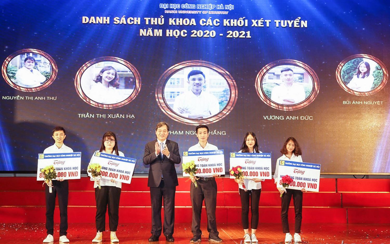Đại học Công nghiệp Hà Nội không tăng học phí và có nhiều chính sách hỗ trợ học phí, học bổng cho sinh viên