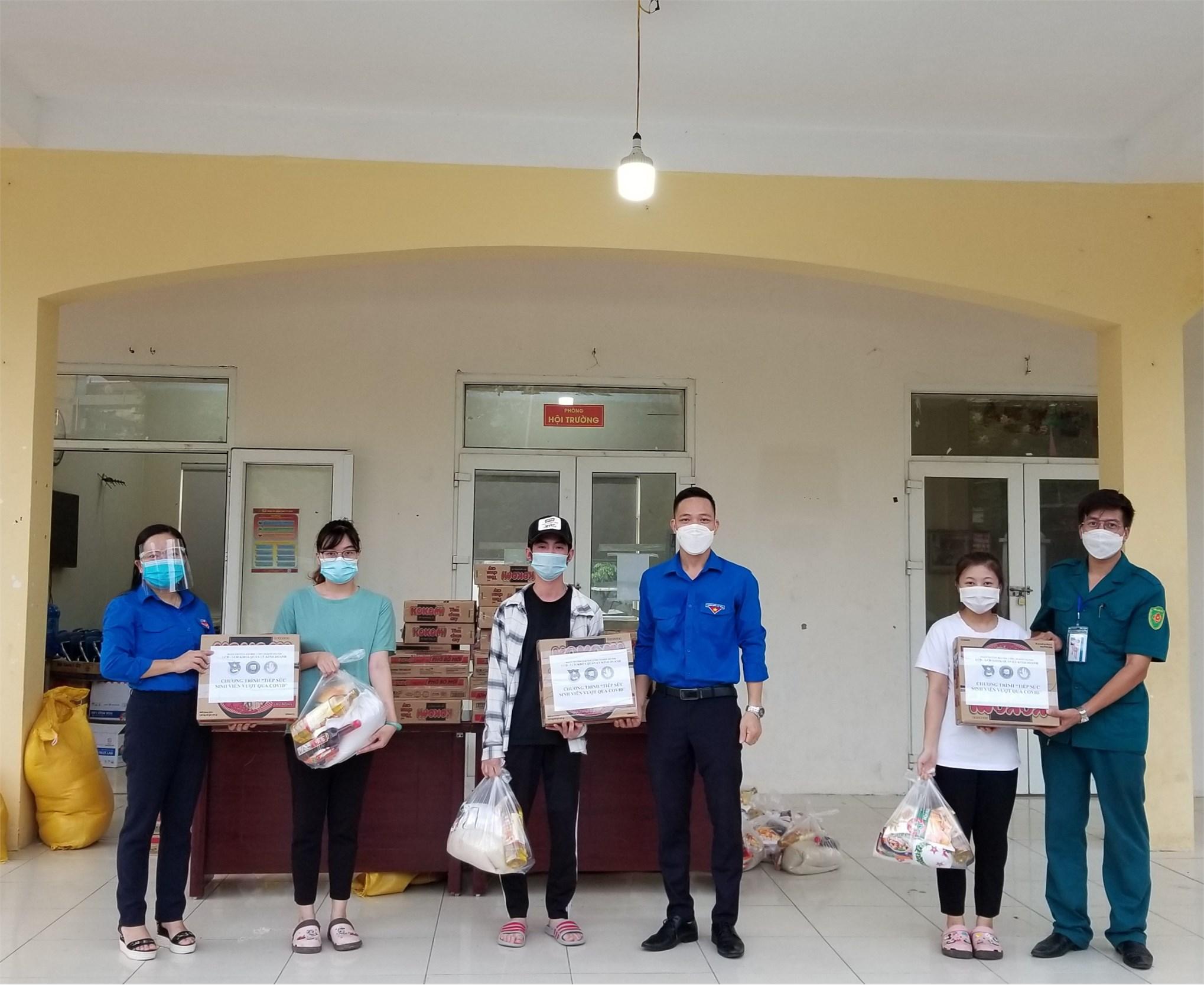 Hỗ trợ sinh viên có hoàn cảnh khó khăn vượt qua đại dịch COVID-19