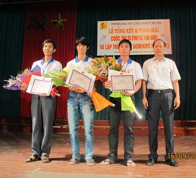 Tổng kết và trao giải cuộc thi Olympic tin học và lập trình ACM/ICPC năm 2011
