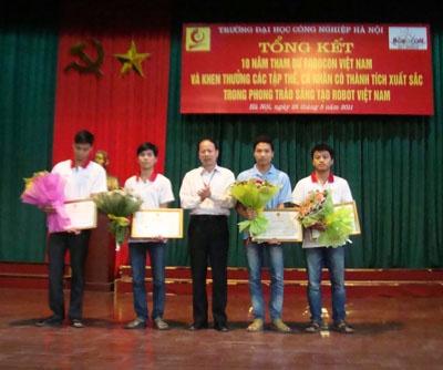 Tổng kết 10 năm tham dự Robocon Việt Nam và khen thưởng các tập thể, cá nhân có thành tích xuất sắc trong phong trào sáng tạo Robot Việt Nam