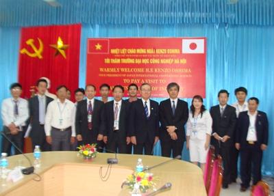 Đoàn cán bộ cơ quan hợp tác quốc tế JICA - Nhật Bản đến thăm và làm việc với trường
